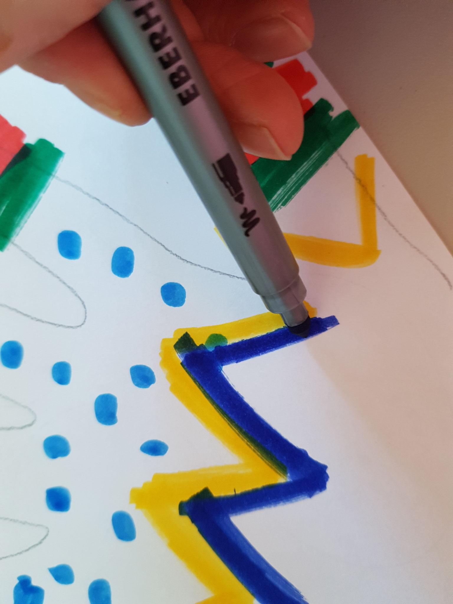 ...du kannst auch weißes Papier benutzen und die Hände dann anmalen...