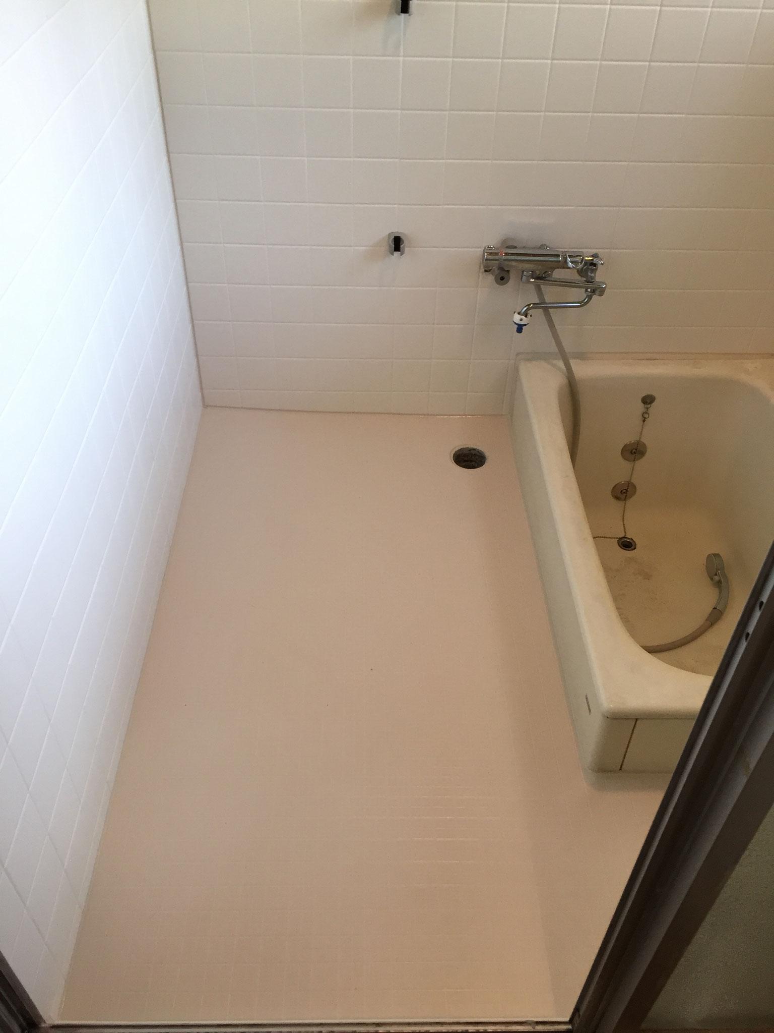 在来タイル浴室 洗い場 床 東リ バスナフローレ