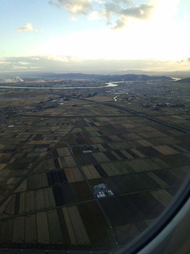 仙台空港を離陸。田園が広がる。
