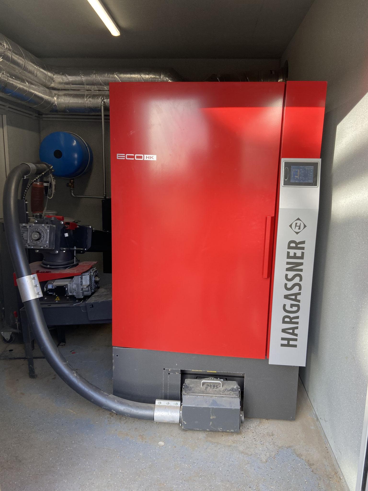 Hackschnitzelheizung mit Ascheaustragung und Holzzuführung mit 330 kW Leistung