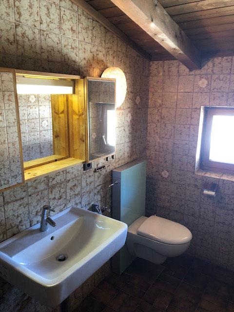 Bad (Dusche/WC) und sep. WC im EG