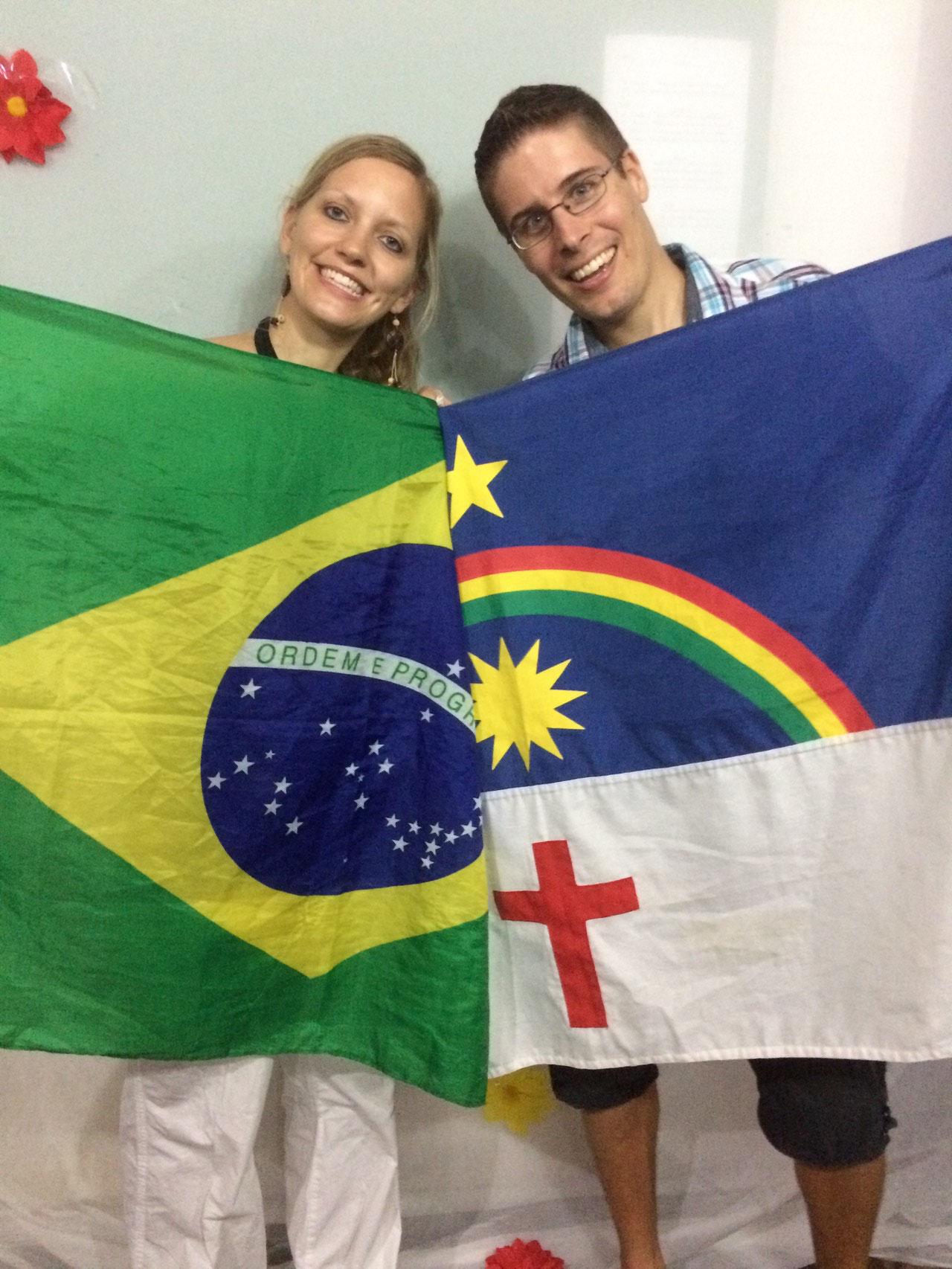 Ready für unseren Outreach in Recife im Bundestaat Pernambuco (rechte Fahne)