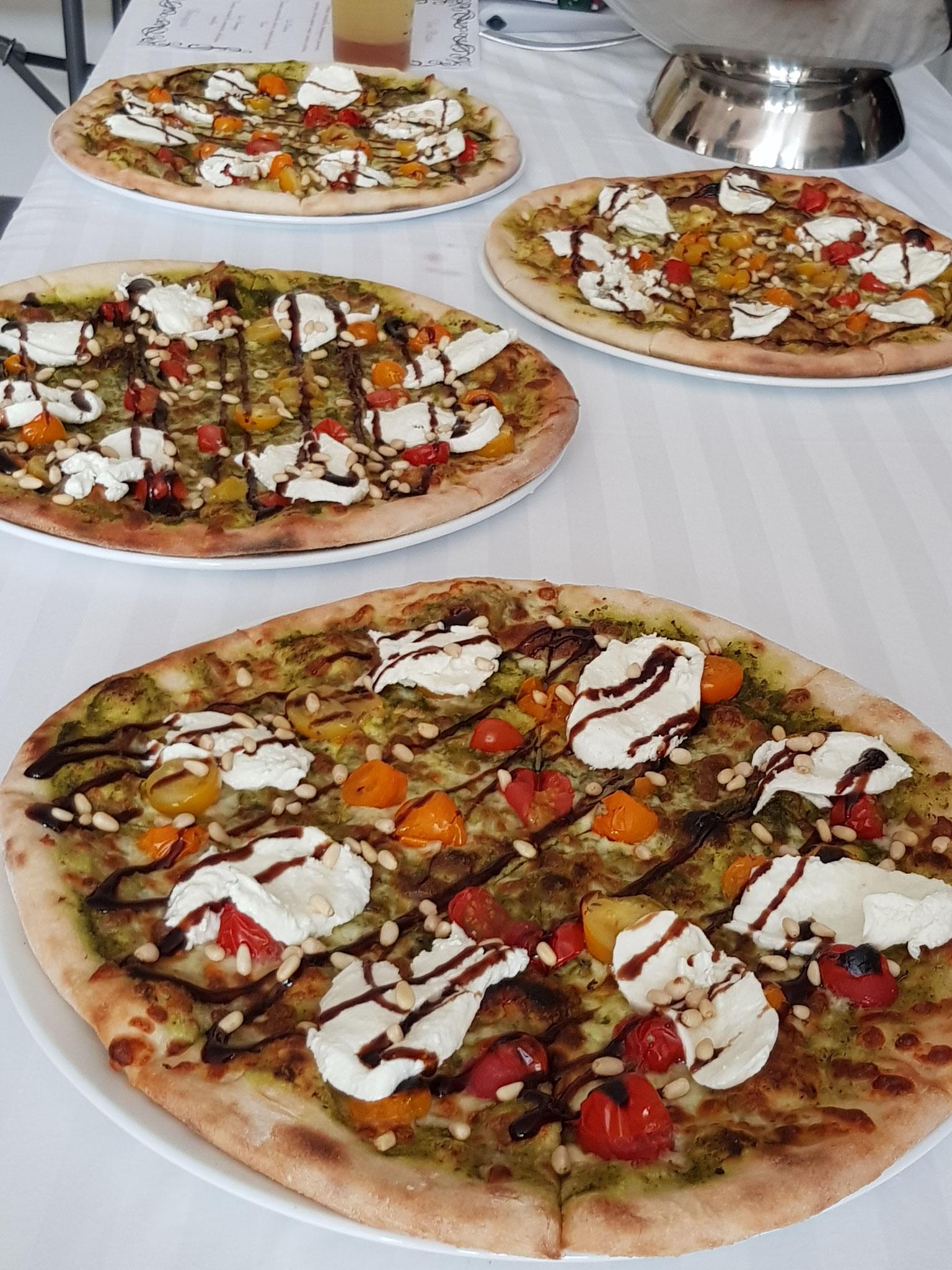 Buffet de pizzas lors d'un retour de mariage