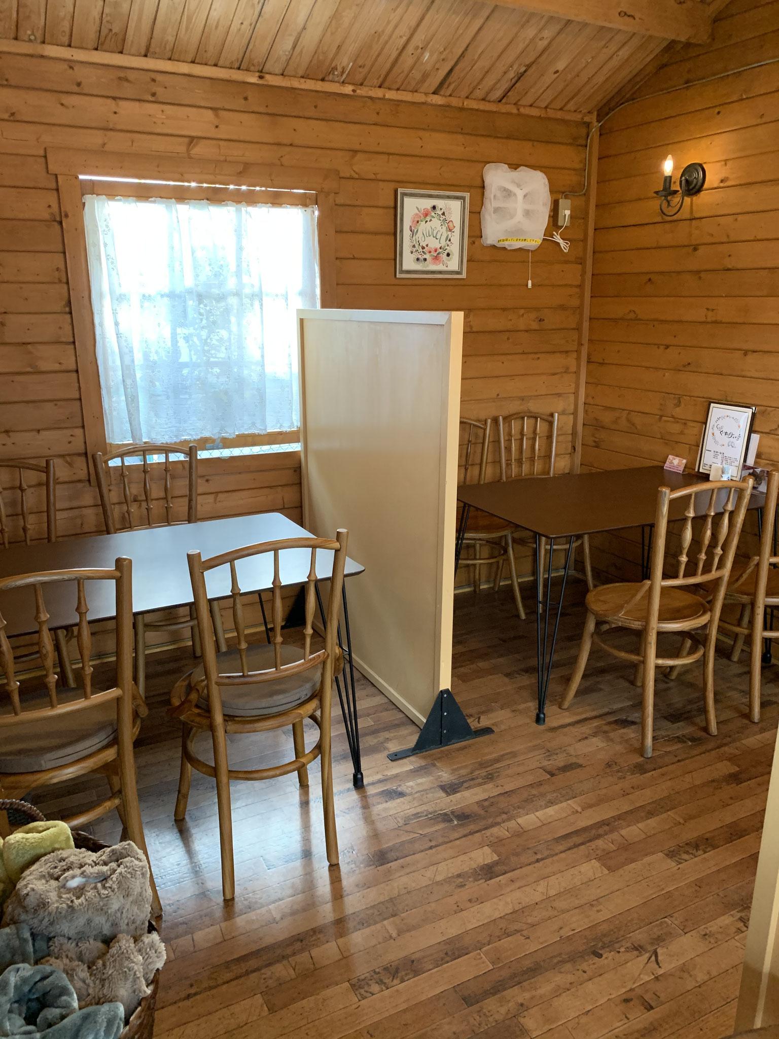 cafe'くーずべりー店内 4人掛け×3