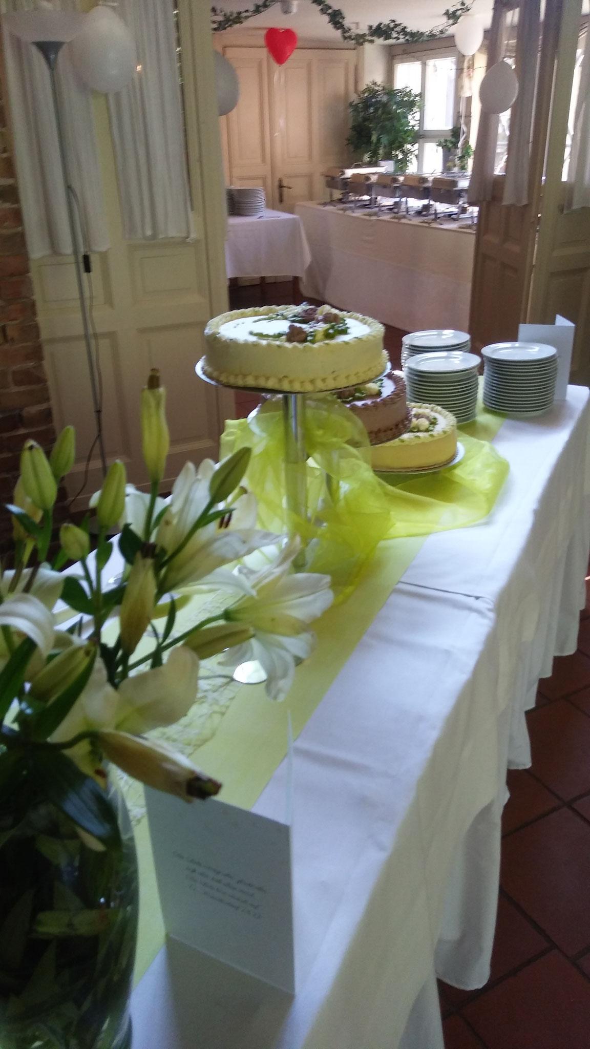 Hochzeitstortentisch Alte Försterei Kloster Zinna