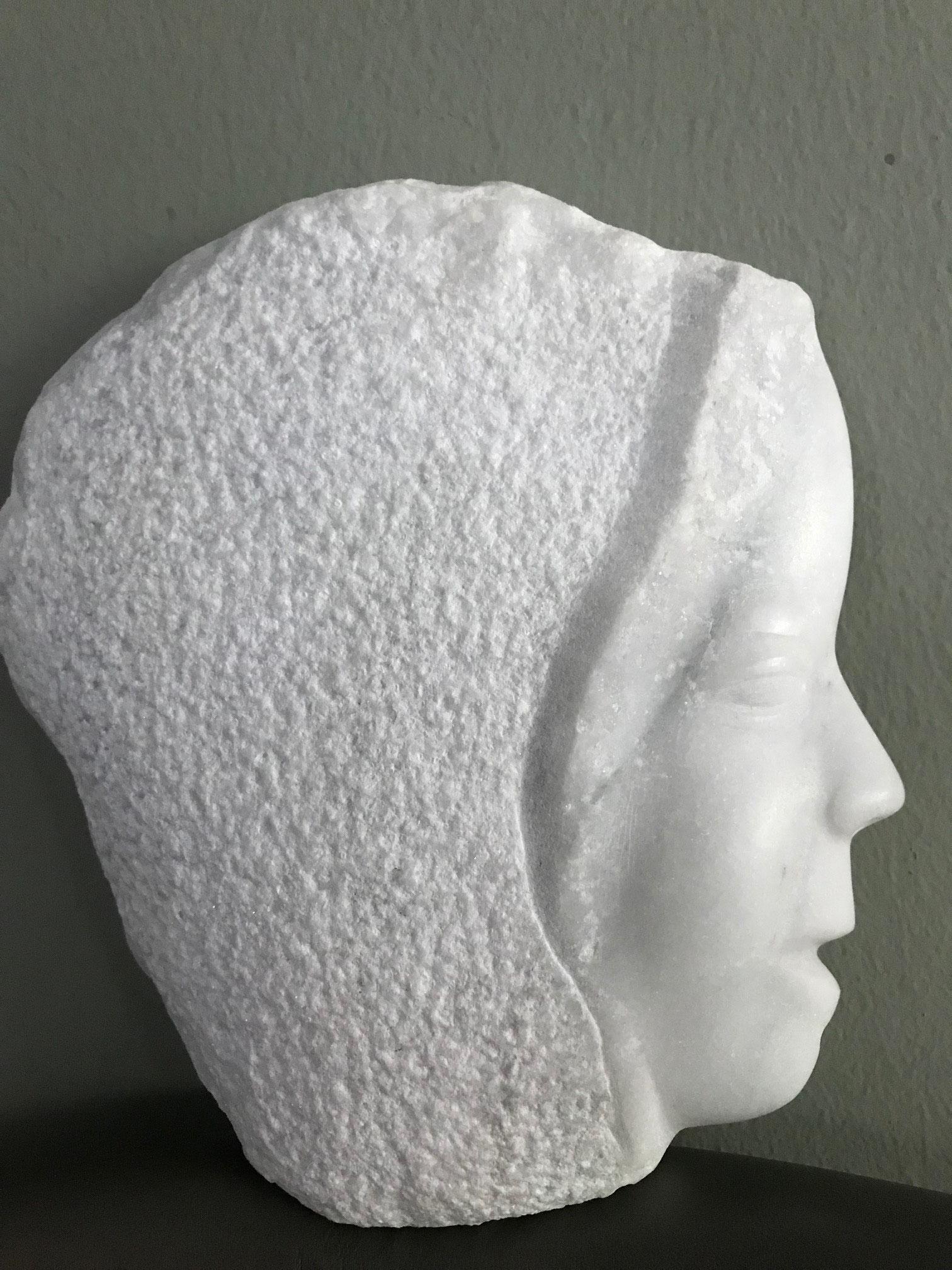 """Kindskopf"", Carrara Marmor, 26 cm x 13 cm, © Susanne Musfeldt-Gohm, 2019"