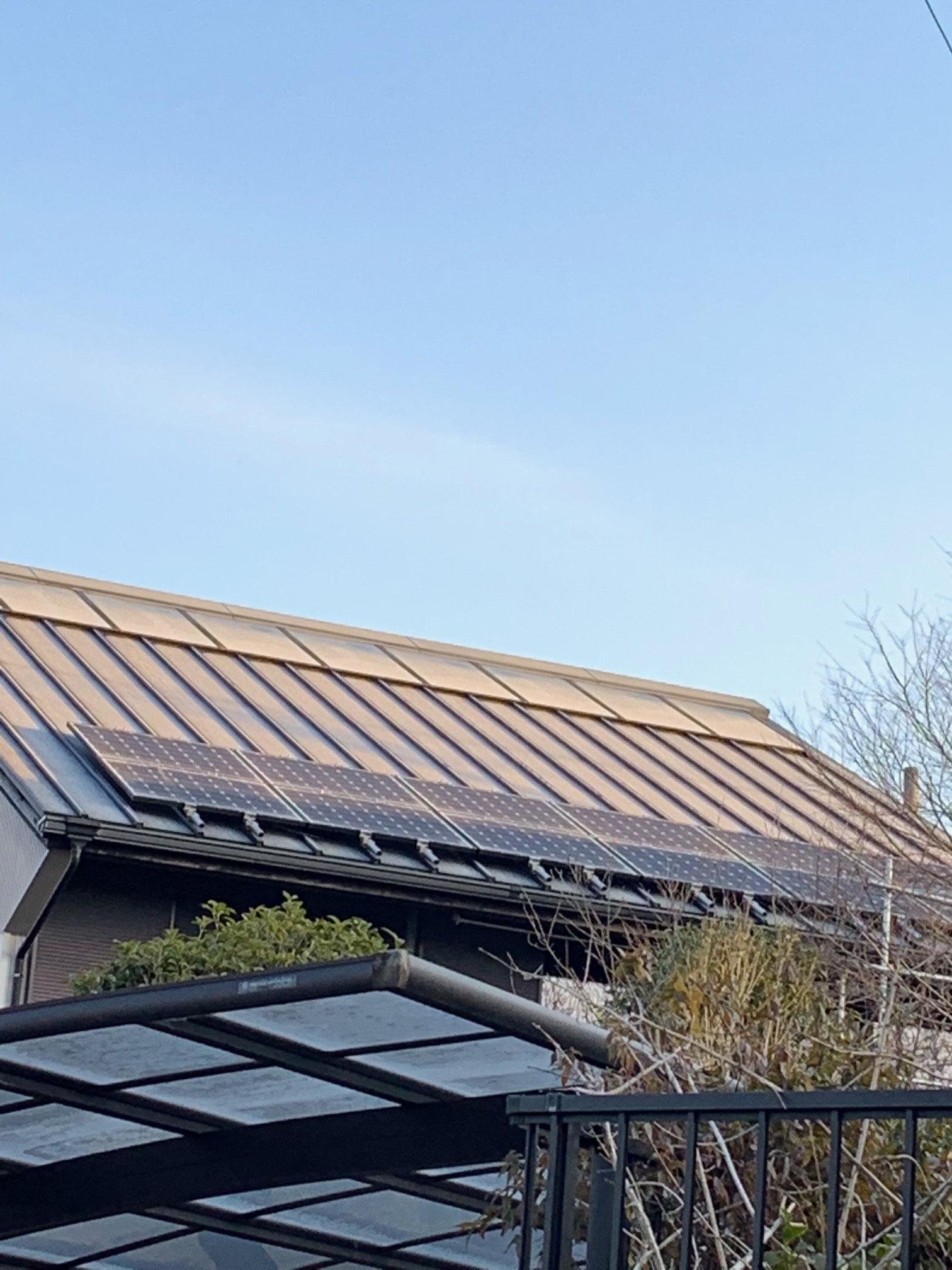 OMソーラー+太陽光発電搭載の屋根 蓄電池の設置などサポートします