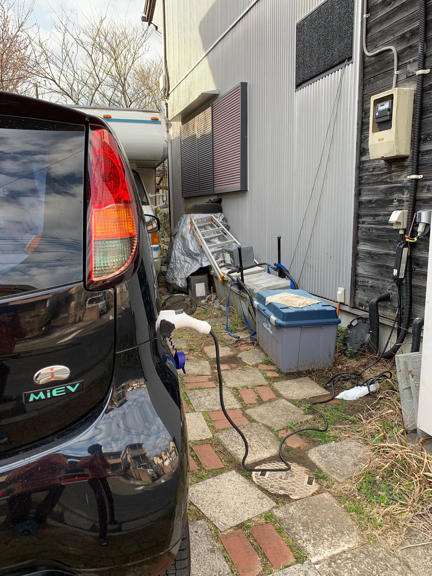 電気自動車 アイミーブの蓄電池からの充電も