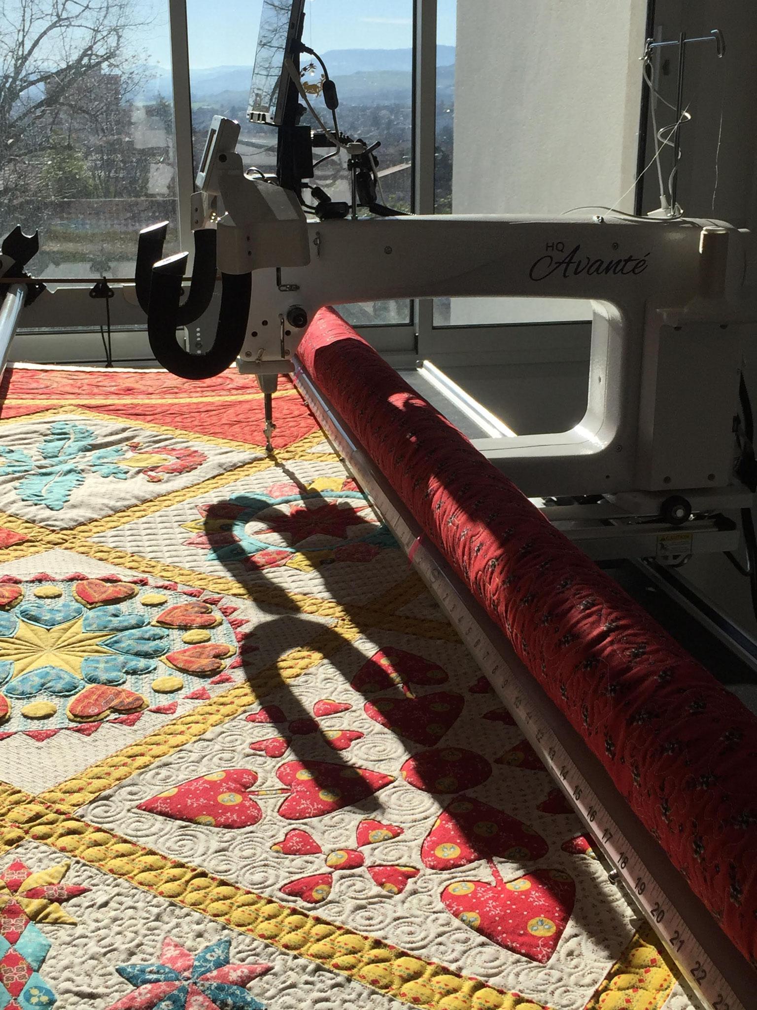 Installation sur la machine de l'atelier LE QUILT émoi un jour de grand soleil