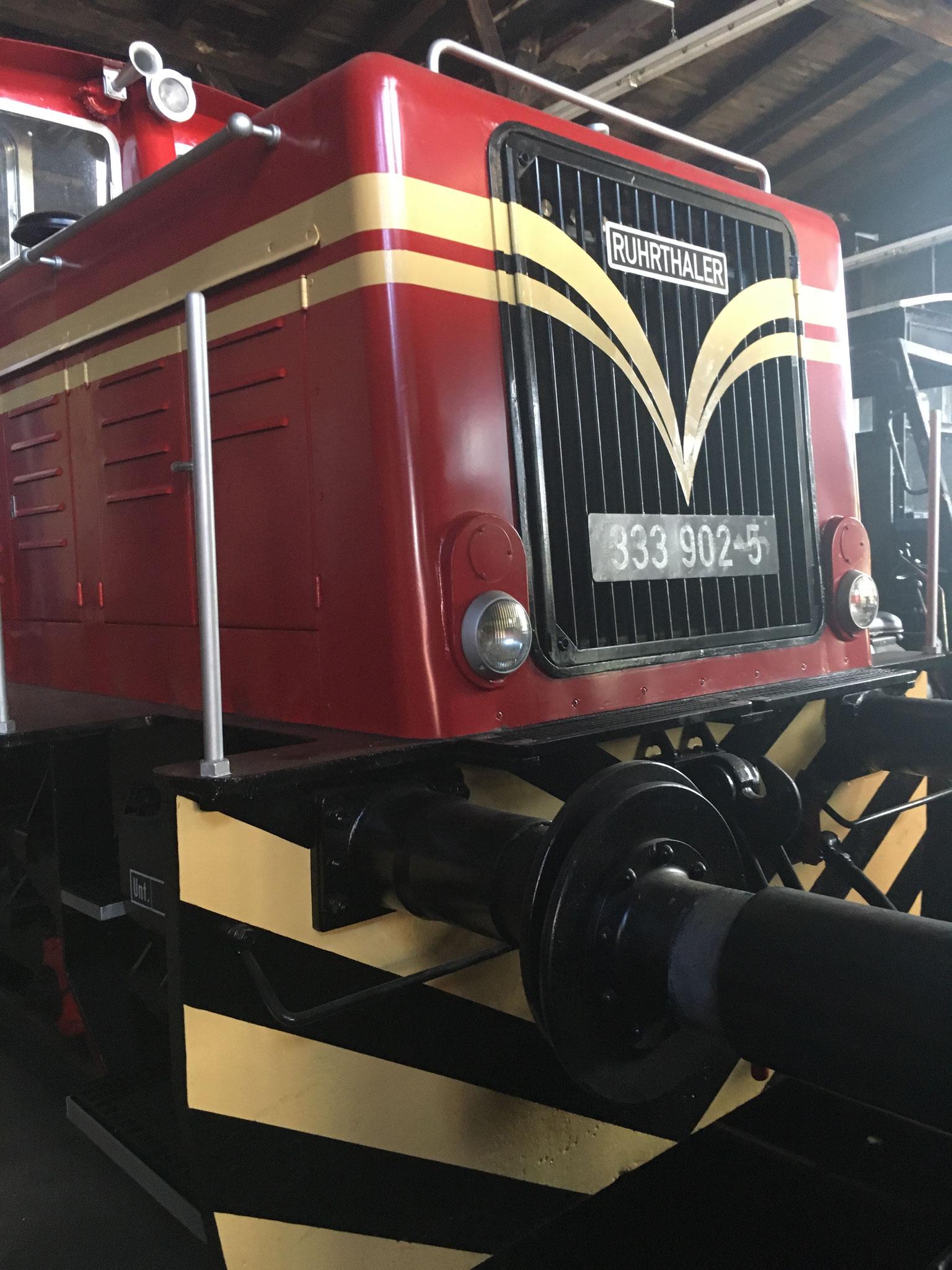 Mit Regelspur- Achsen und symetrisch angebauten Regelspur- Puffer ist ihre Zustand von 1975 bis 1981 wiederhergestellt