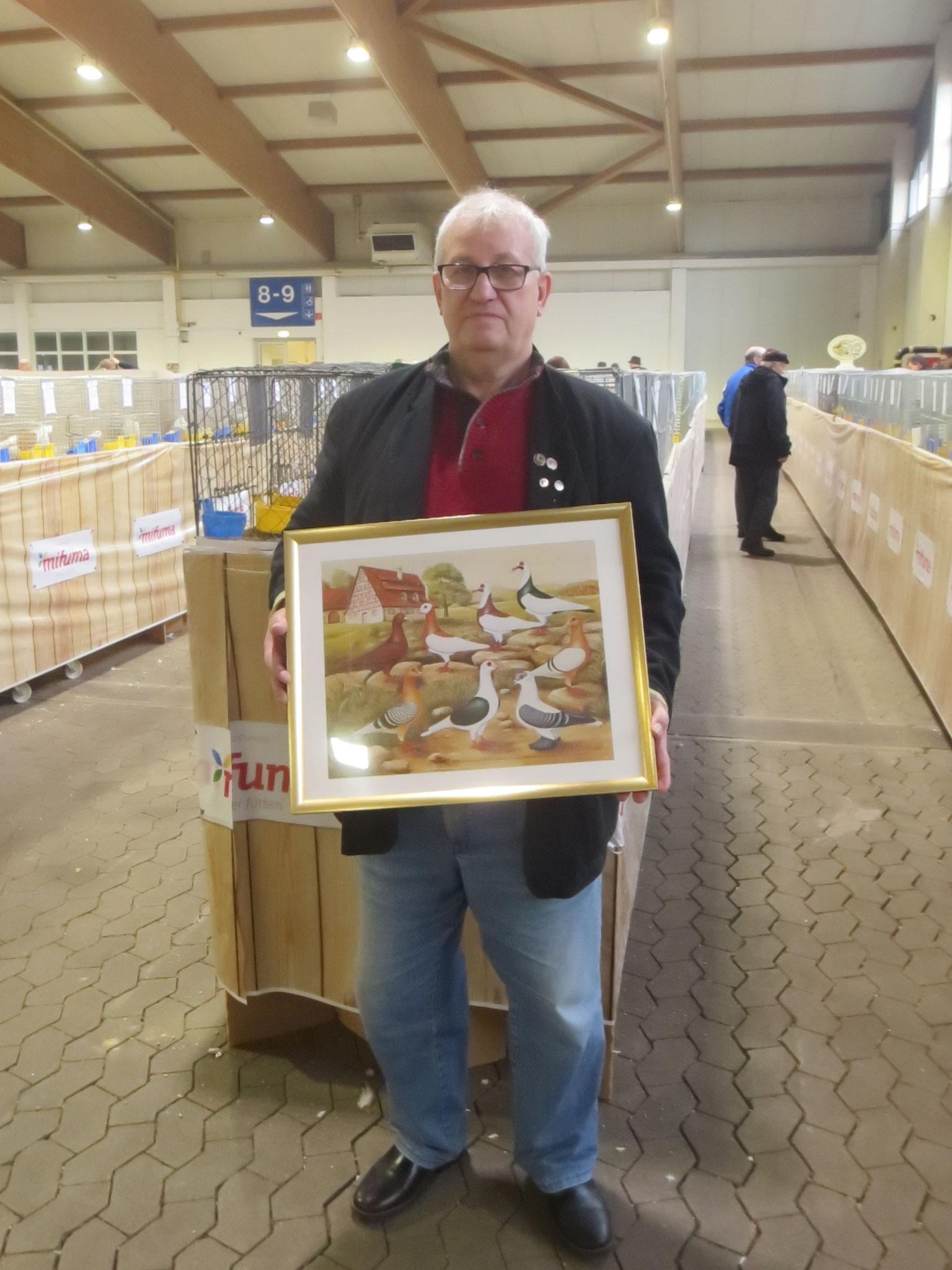 Zuchtfreund Karl-Heinz Schütze, mit seinen errungenen Preis SV-Bild