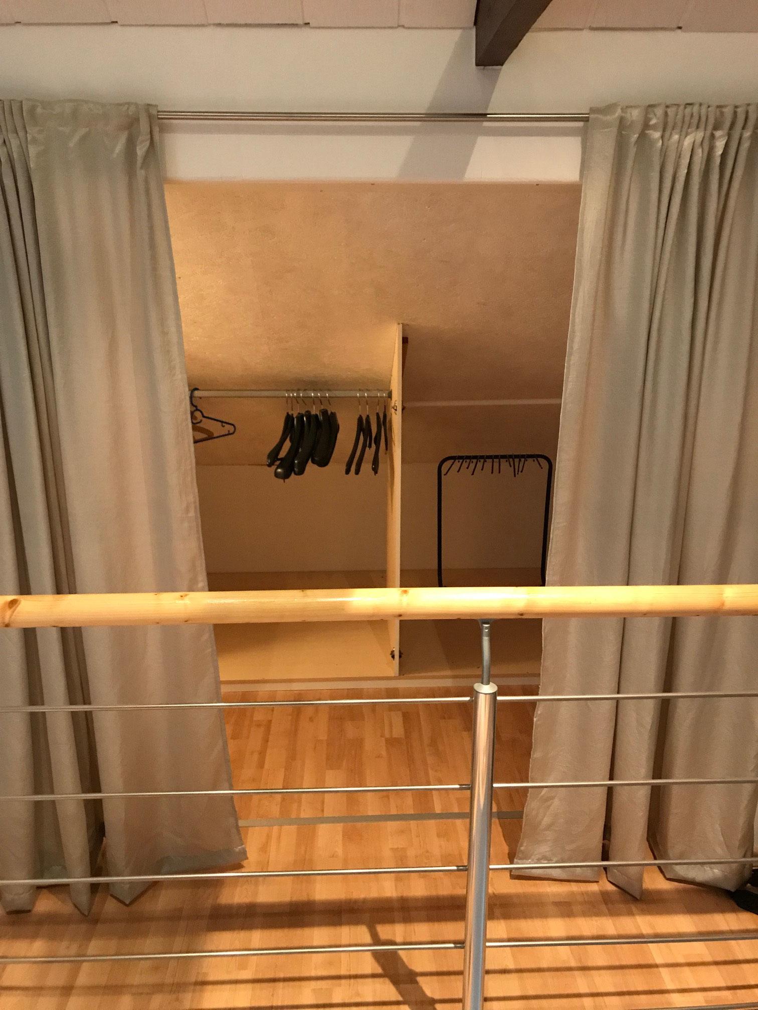 Abstellraum mit Garderobe