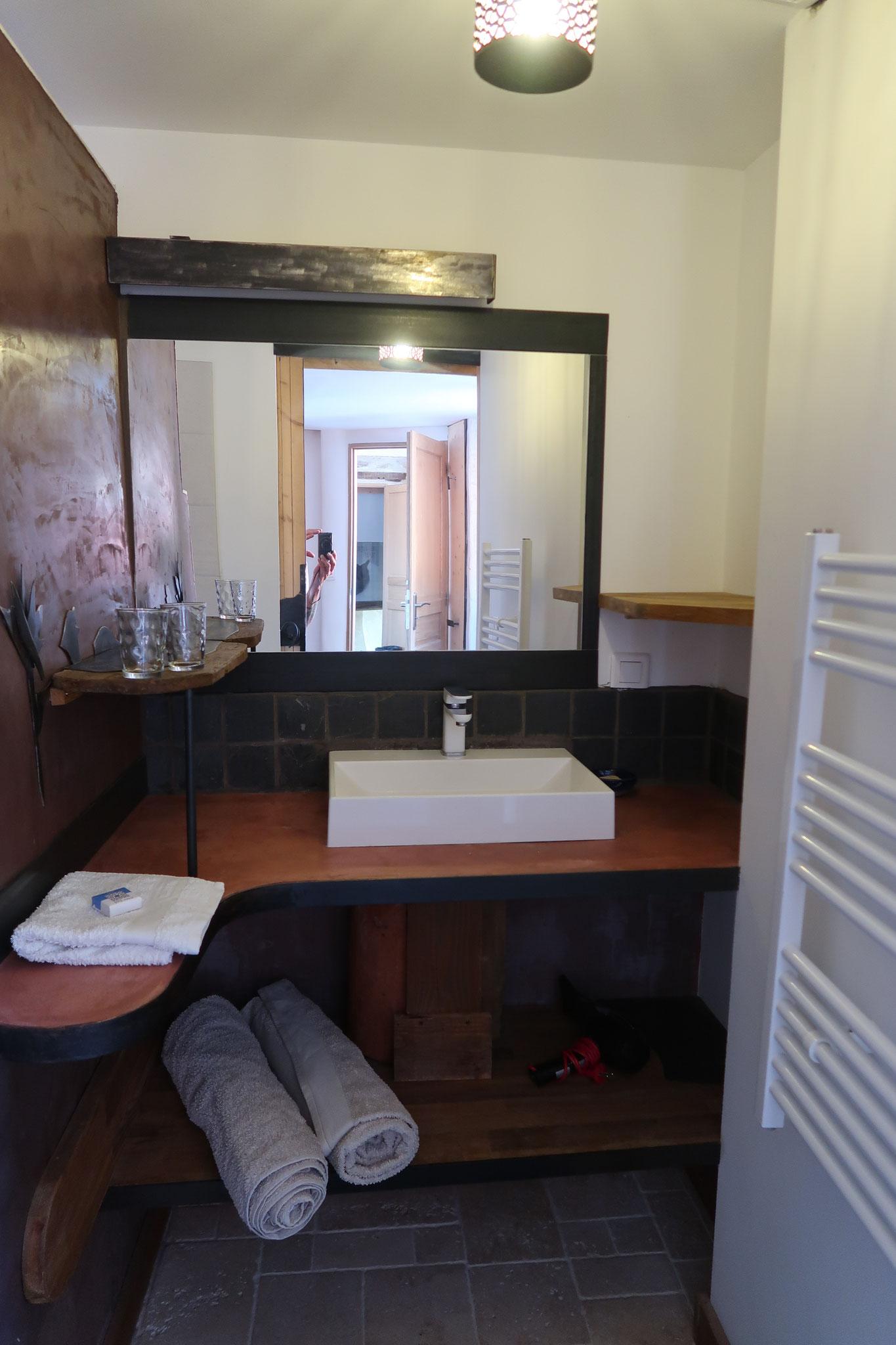 sdb basquiat room