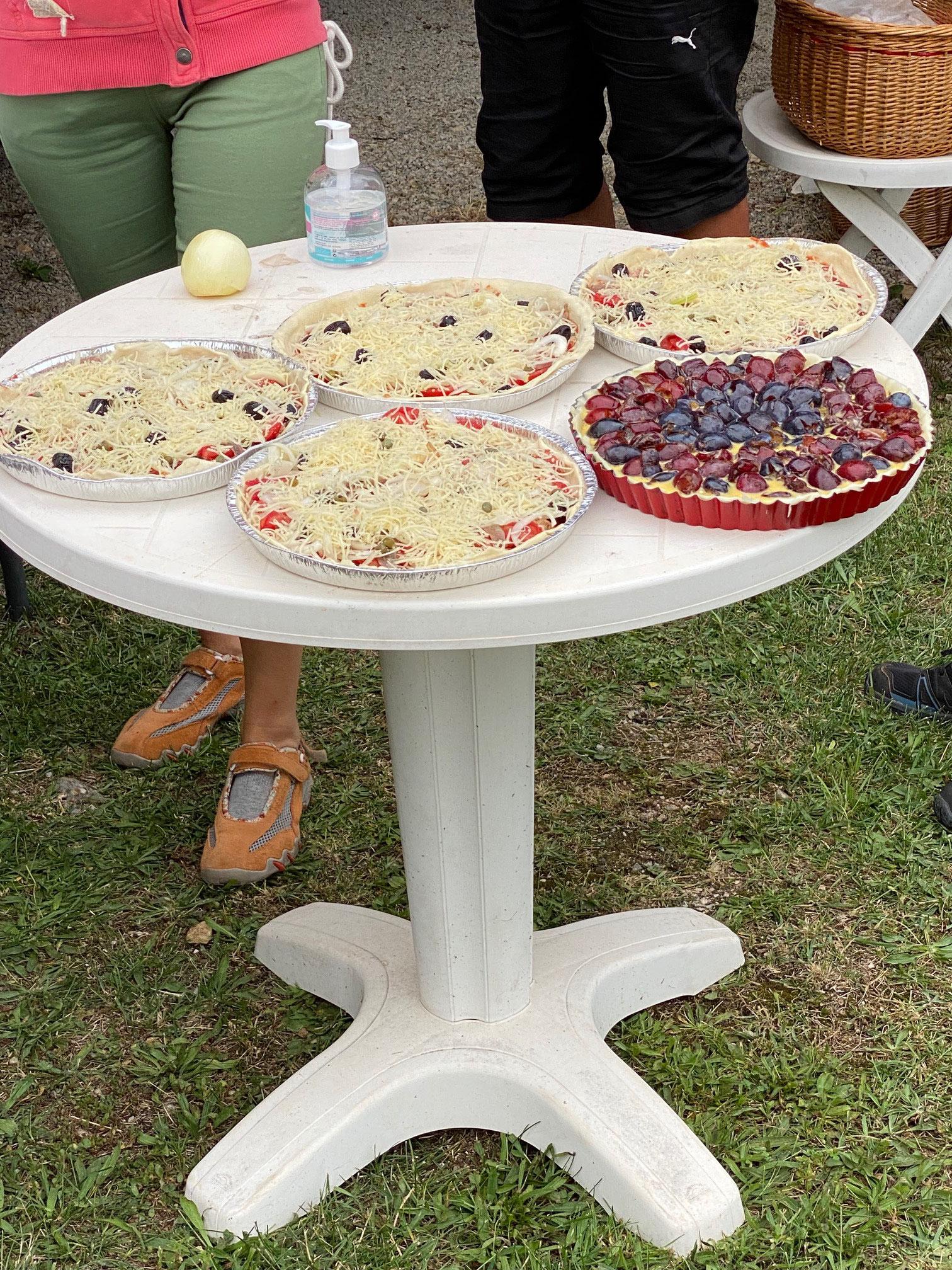 Pizzas et gâteaux sont prêts