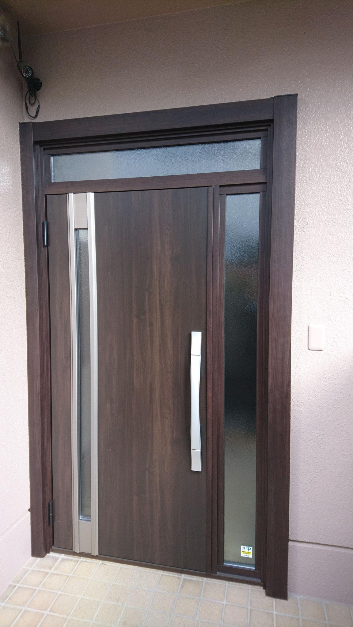 前に付いていました玄関の形がいいみたいで、同じ形になります。