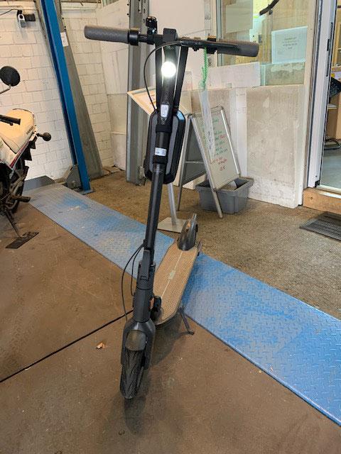 eScooter mit top Licht