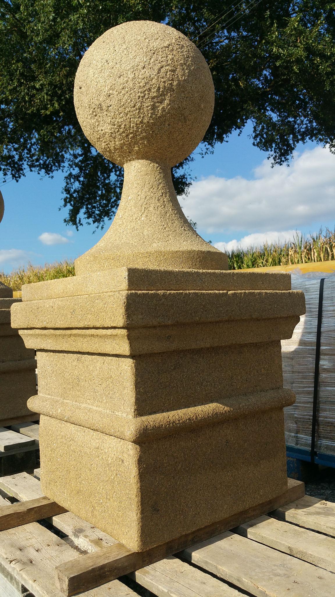 chapeaux de pilier avec  moulure + boule granit