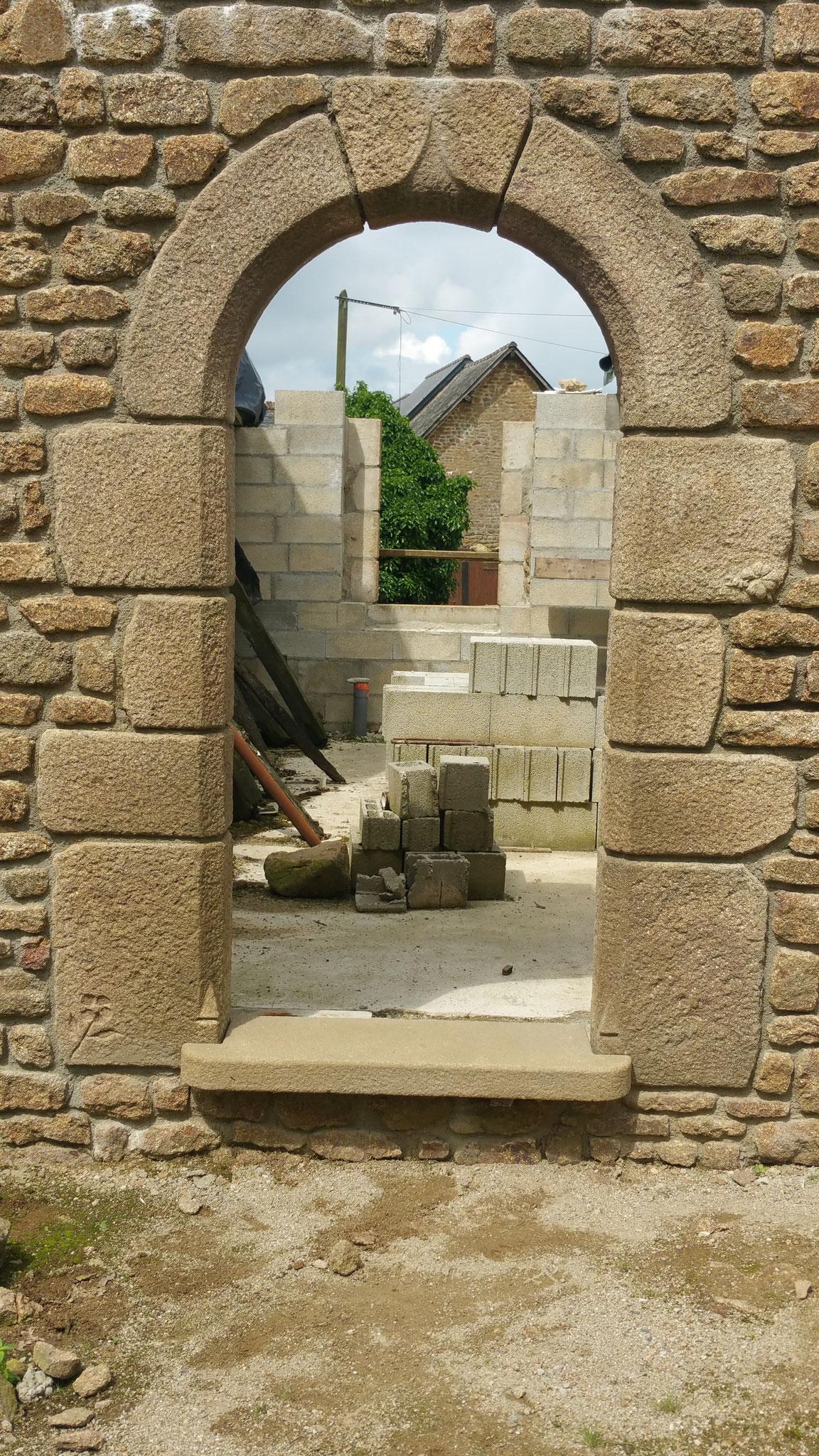 encadrement granit vieilli  arc cintre