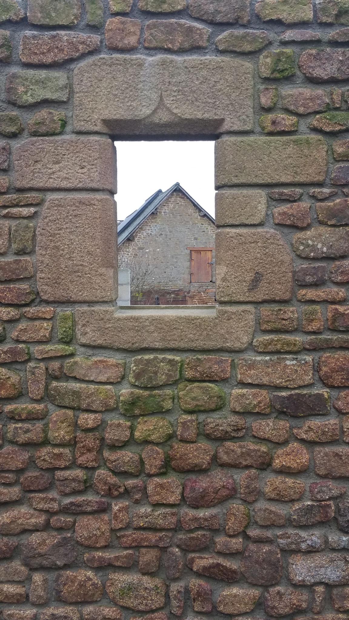encadrement fenêtre granit patiné