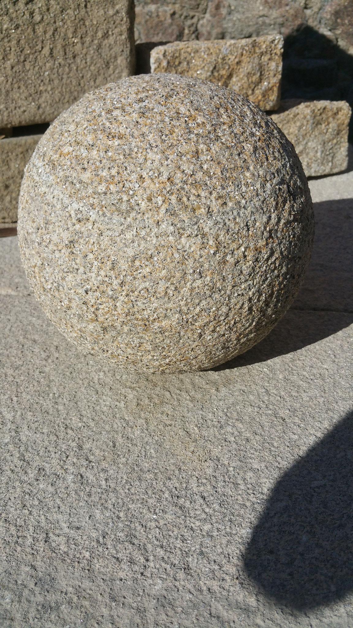 boule sphère diamètre 30cm granit jaune