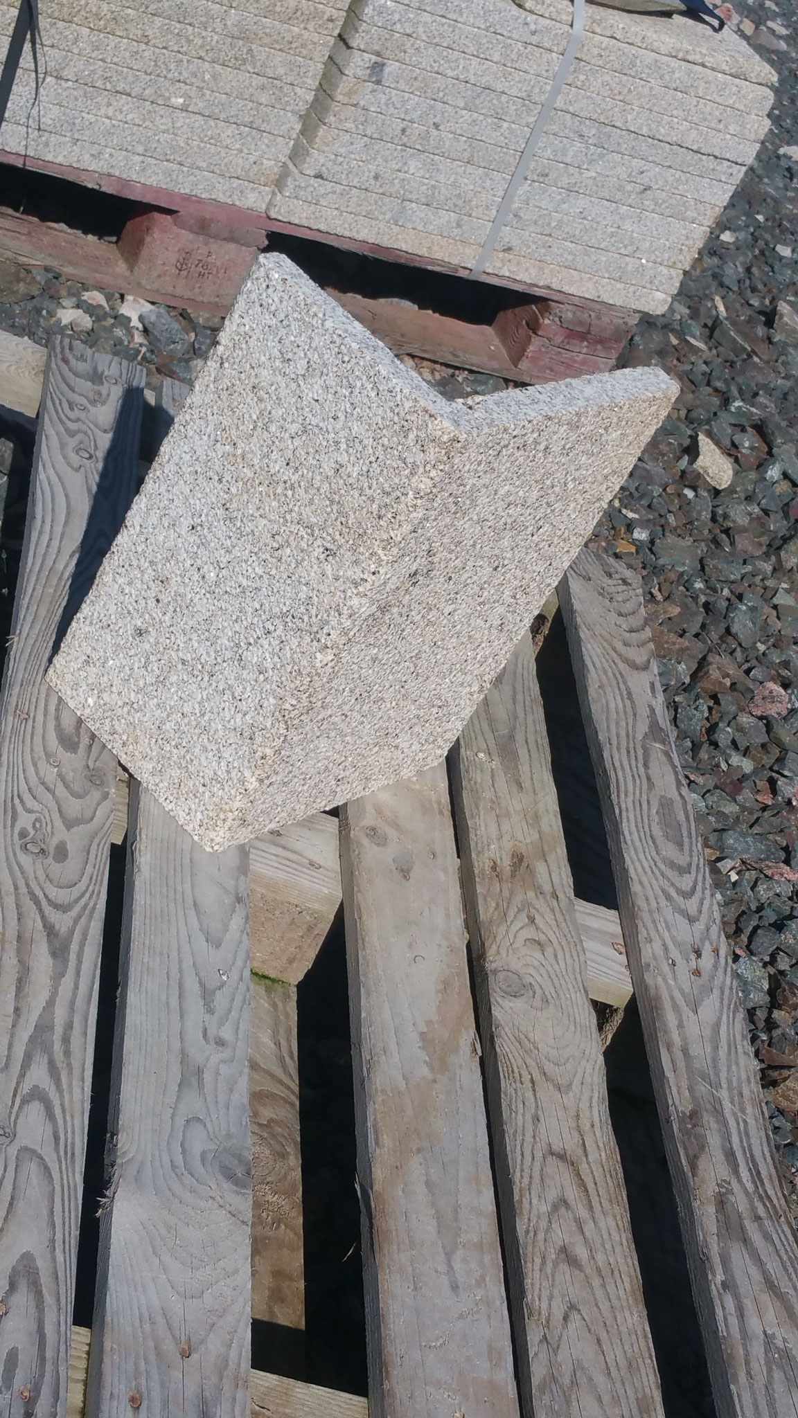 parement angle évidé granit