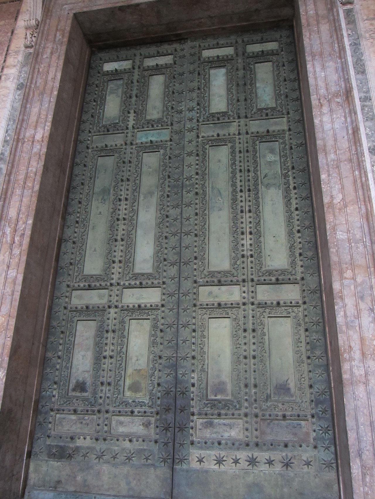 聖年に開かれる扉。