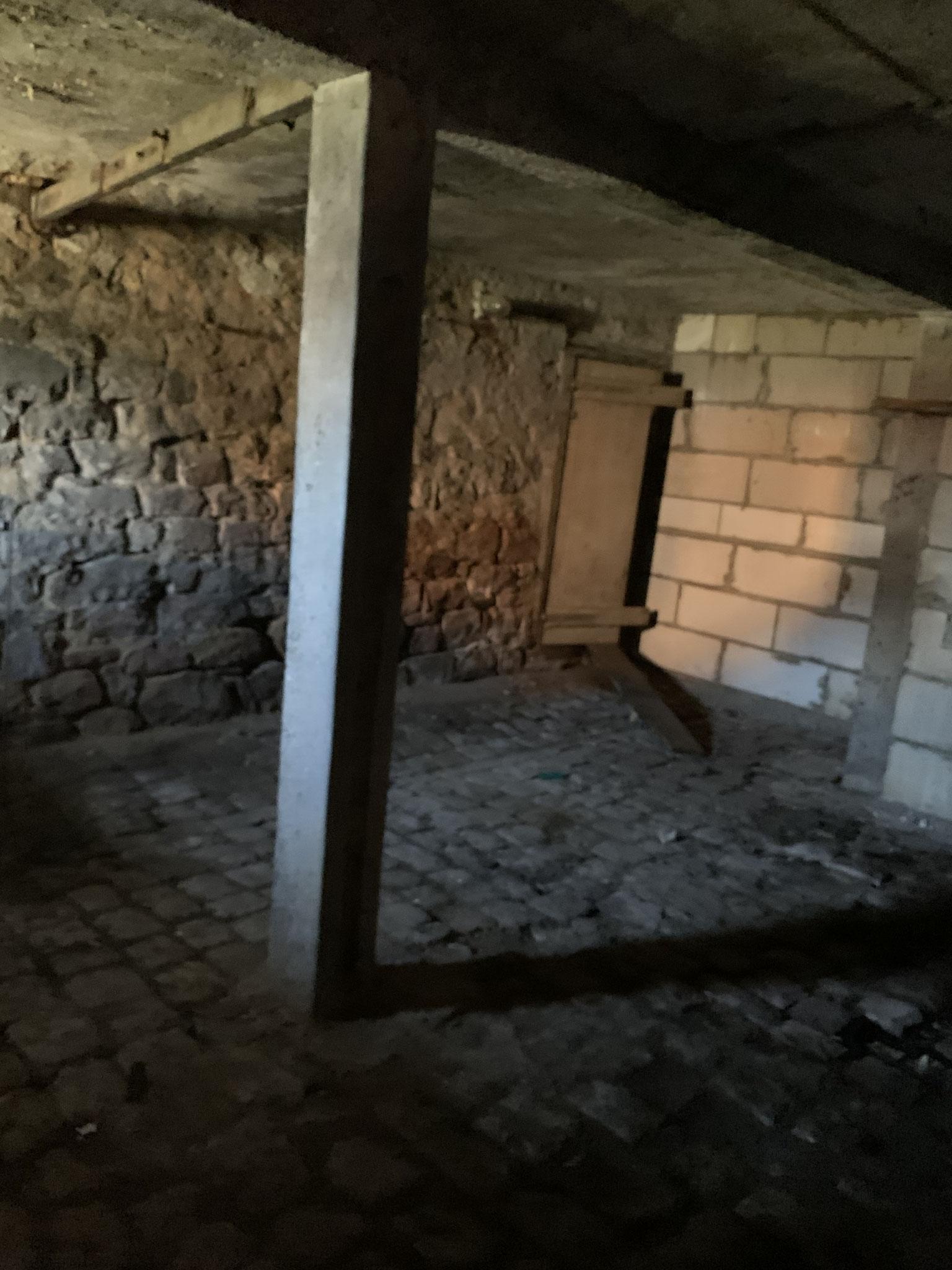 ehemaliger Kuhstall mit Durchgang zum Wohnhaus