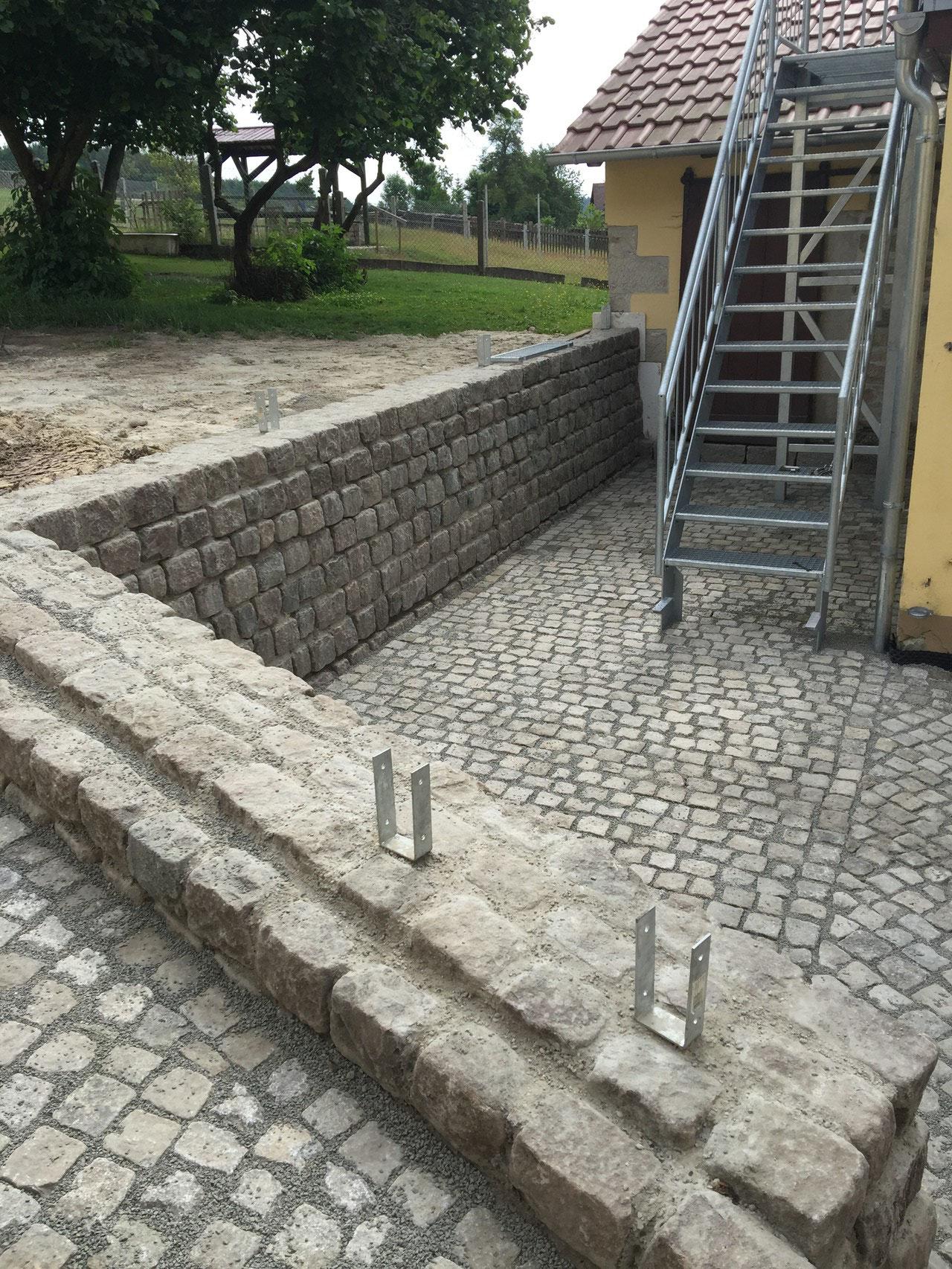 Neubau Natursteinmauer und Granitpflaster