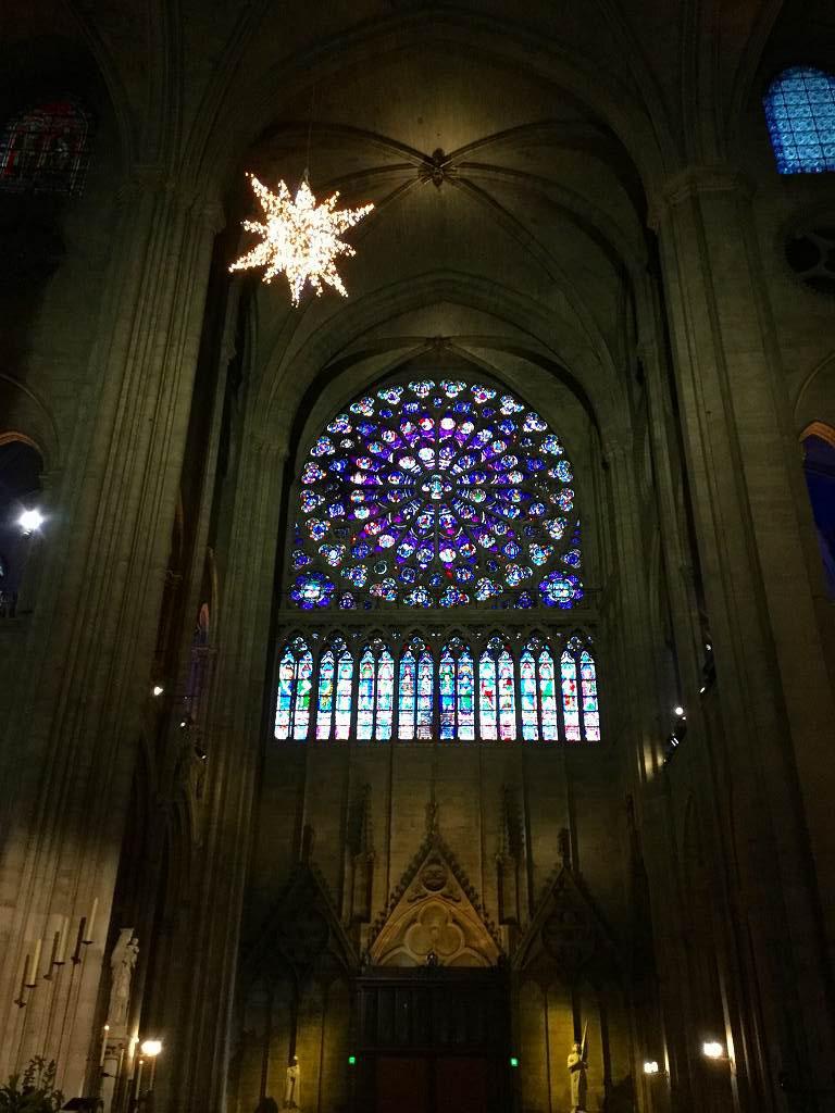 ノートルダム寺院のばら窓