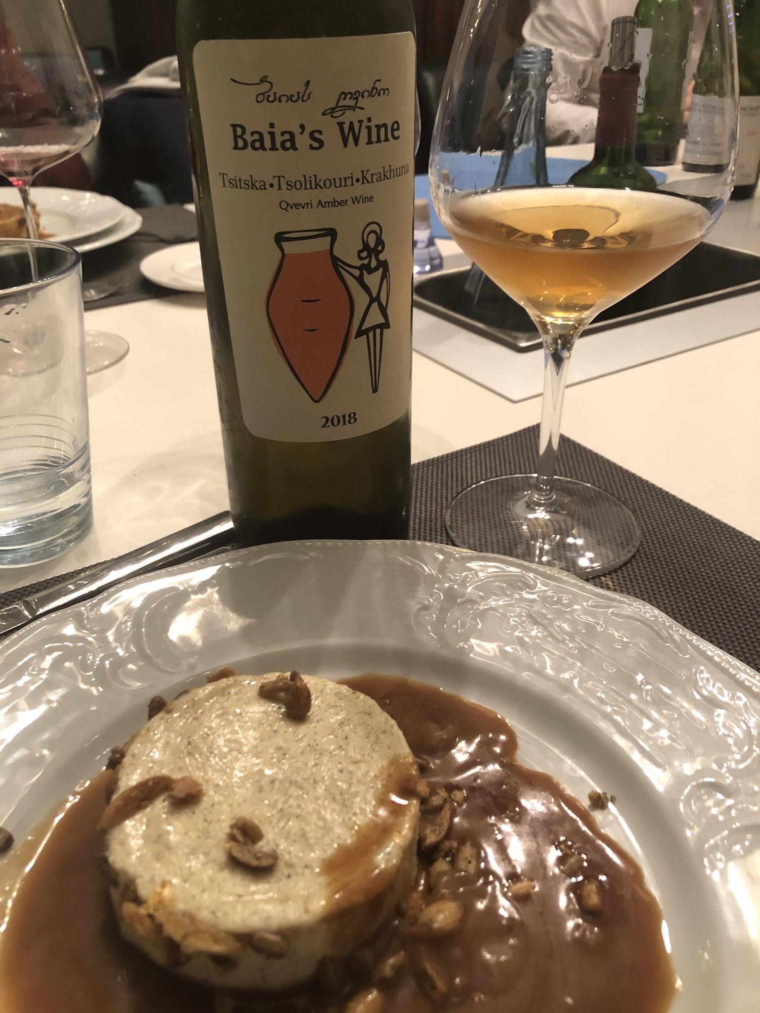 Alle smaakpapillen worden getriggerd door dit dessert & hier hoort een kurkdroge amberkleurige orange Qvevri wijn uit Georgië bij.