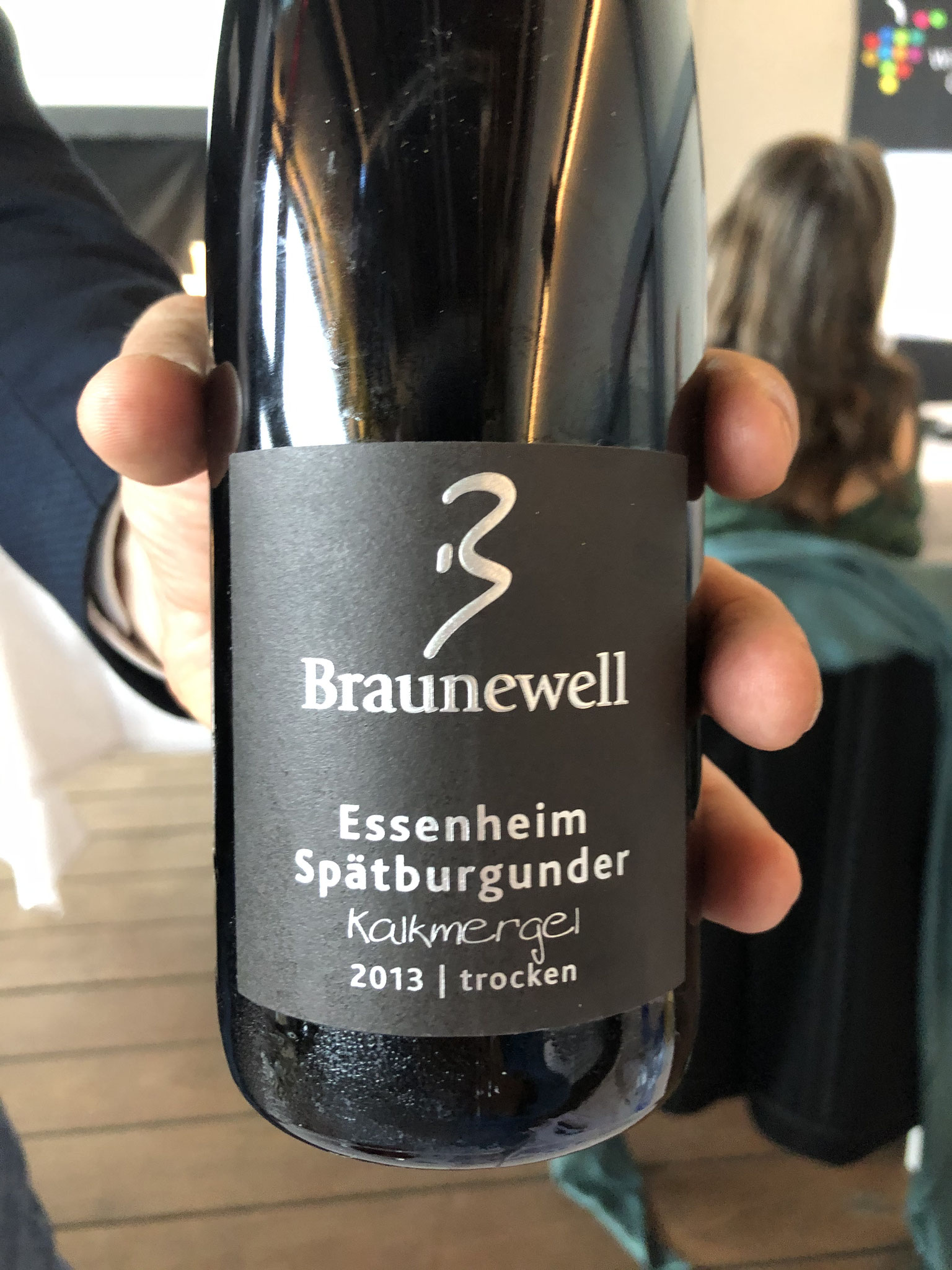 Koel & laat jaar, Erg Bourgogne-achtig, rijpe aardbei, kers. Sappig, rijpe tannines & fris, mooi in balans, verfrissend, sappig en lang. Nog min 10 jaar!!Jonge wijnbouwers. 16€ inforwine.be//hopewines.be