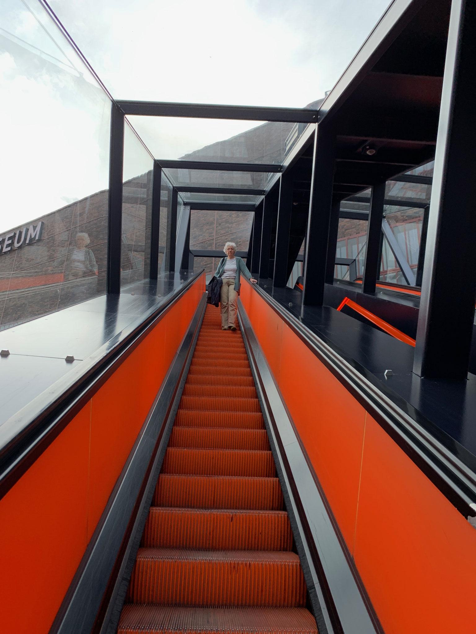 Mit der Rolltreppe geht es in die Eingangshalle des Ruhrmuseum!