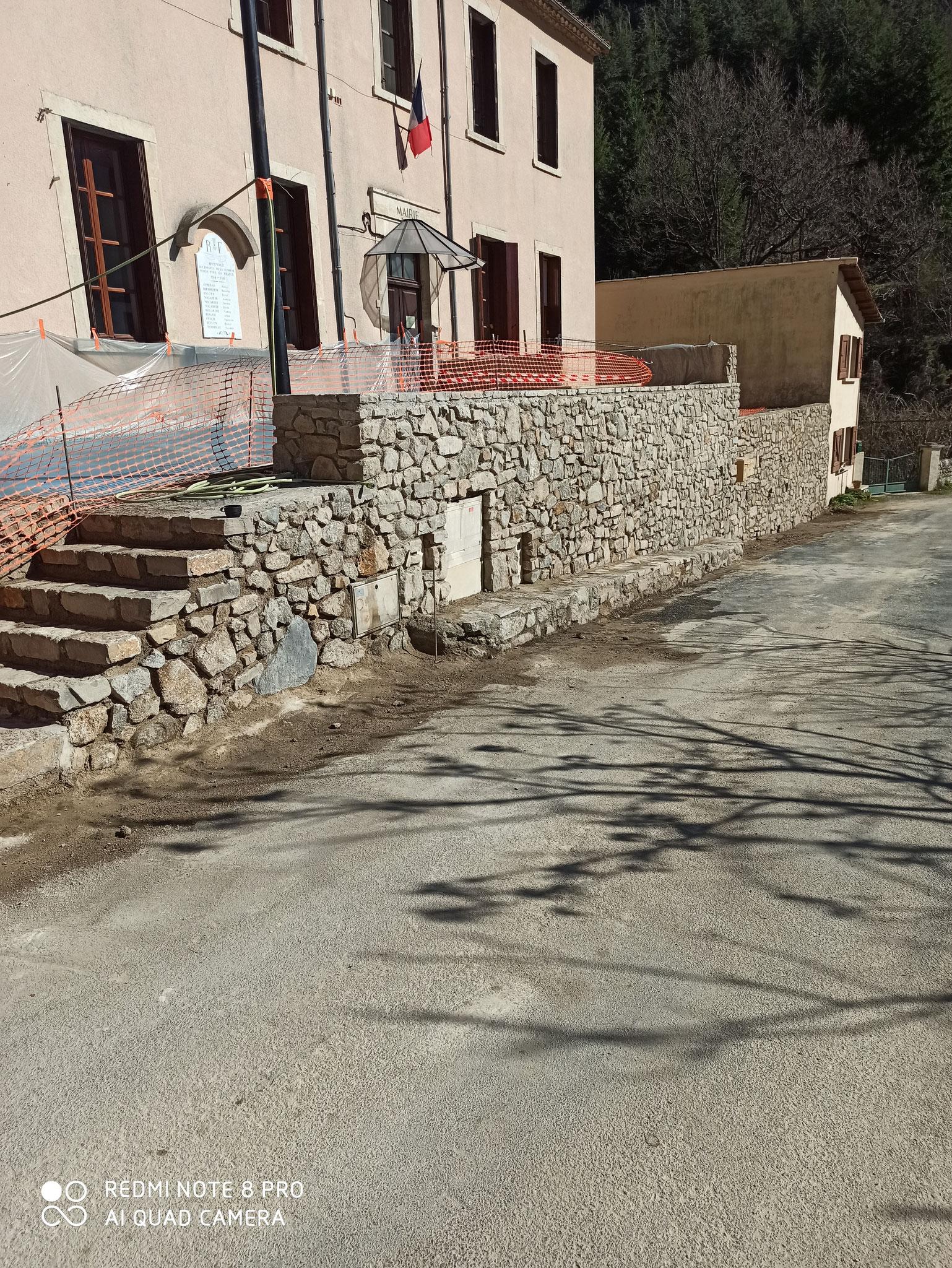 Commune d'Arphy, Réalisation accès PMR, murs et escalier