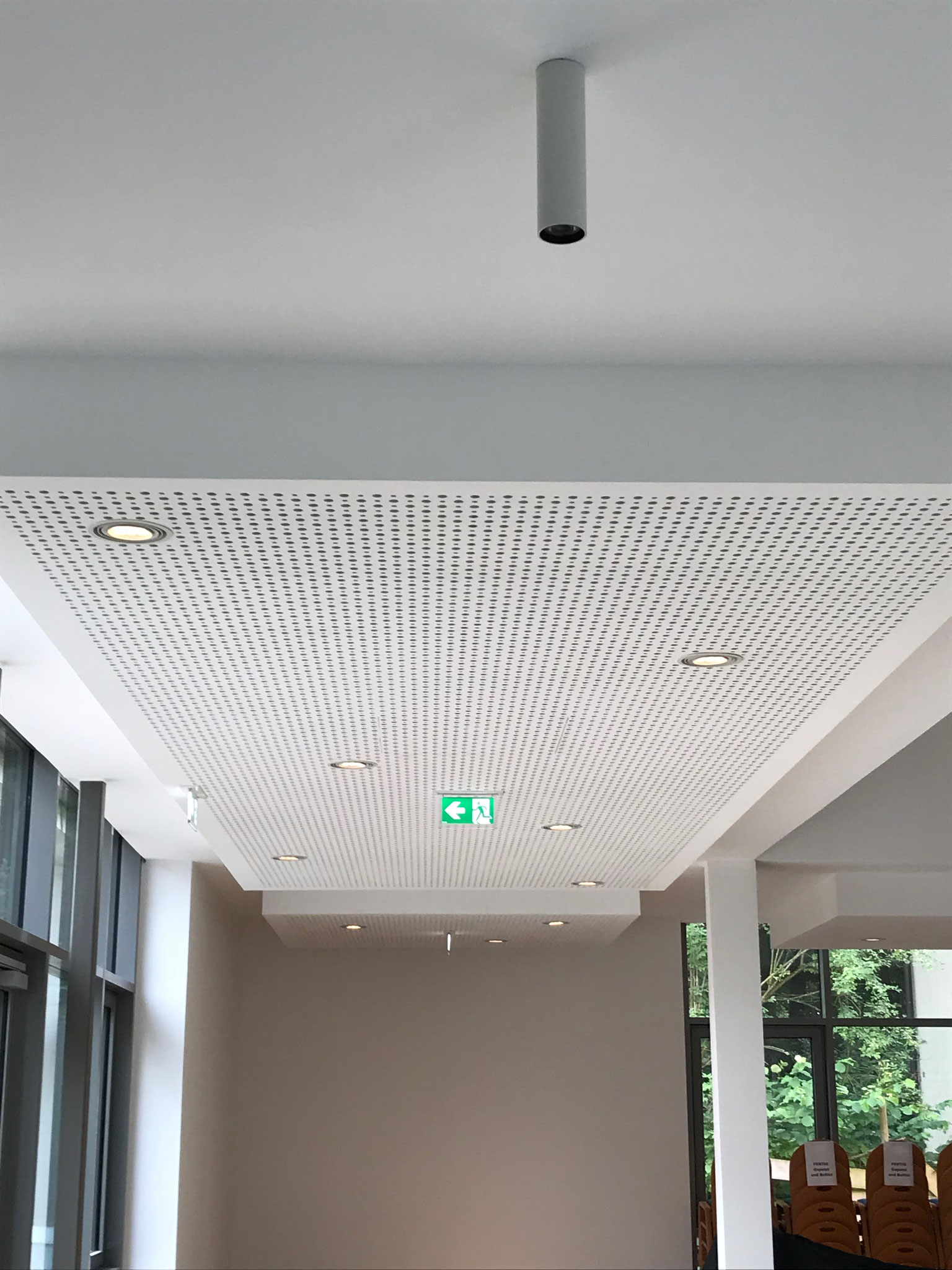Projekt in Solingen: Akustik-Design-Decken im Hörsaal