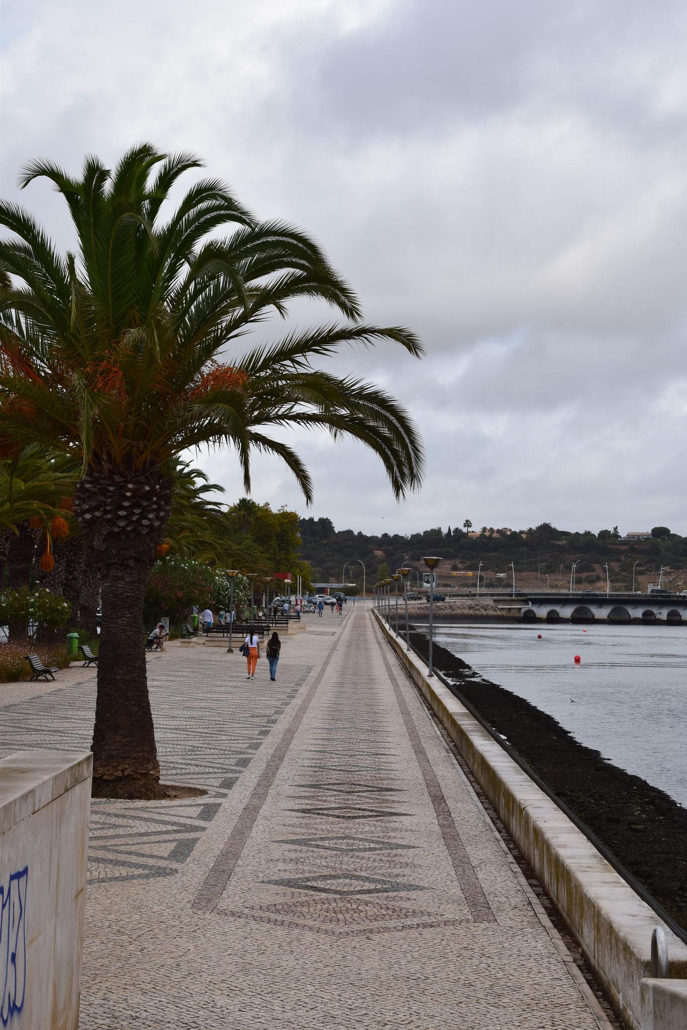 Flaniermeile am Hafen (Stadtseite)