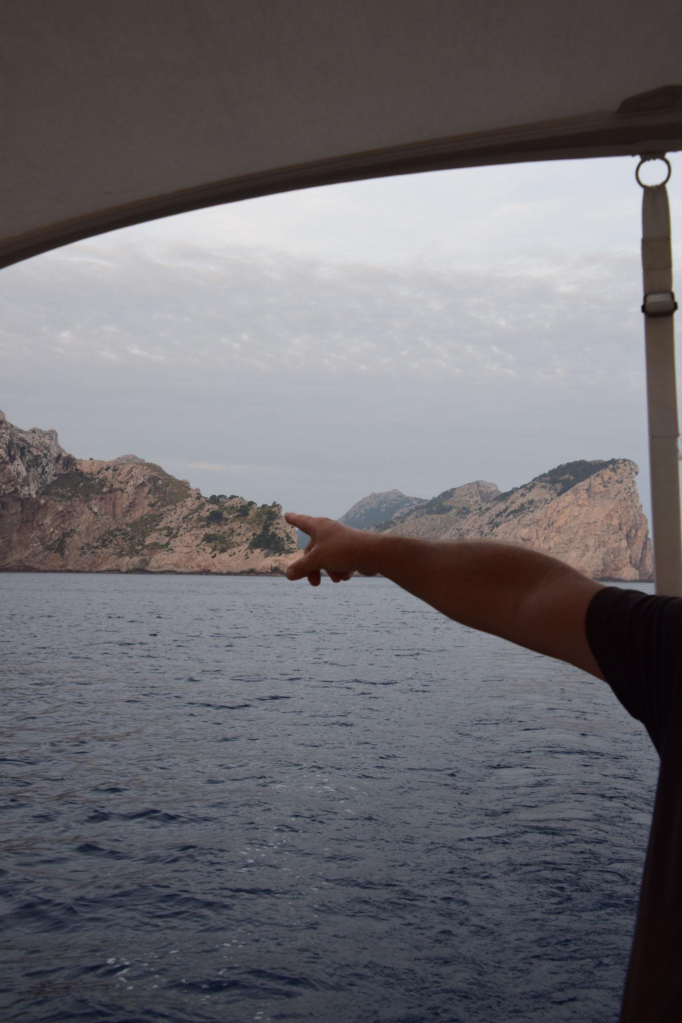 ... wie passend, wir haben gleich neben dem Punta d'en Tomás geankert