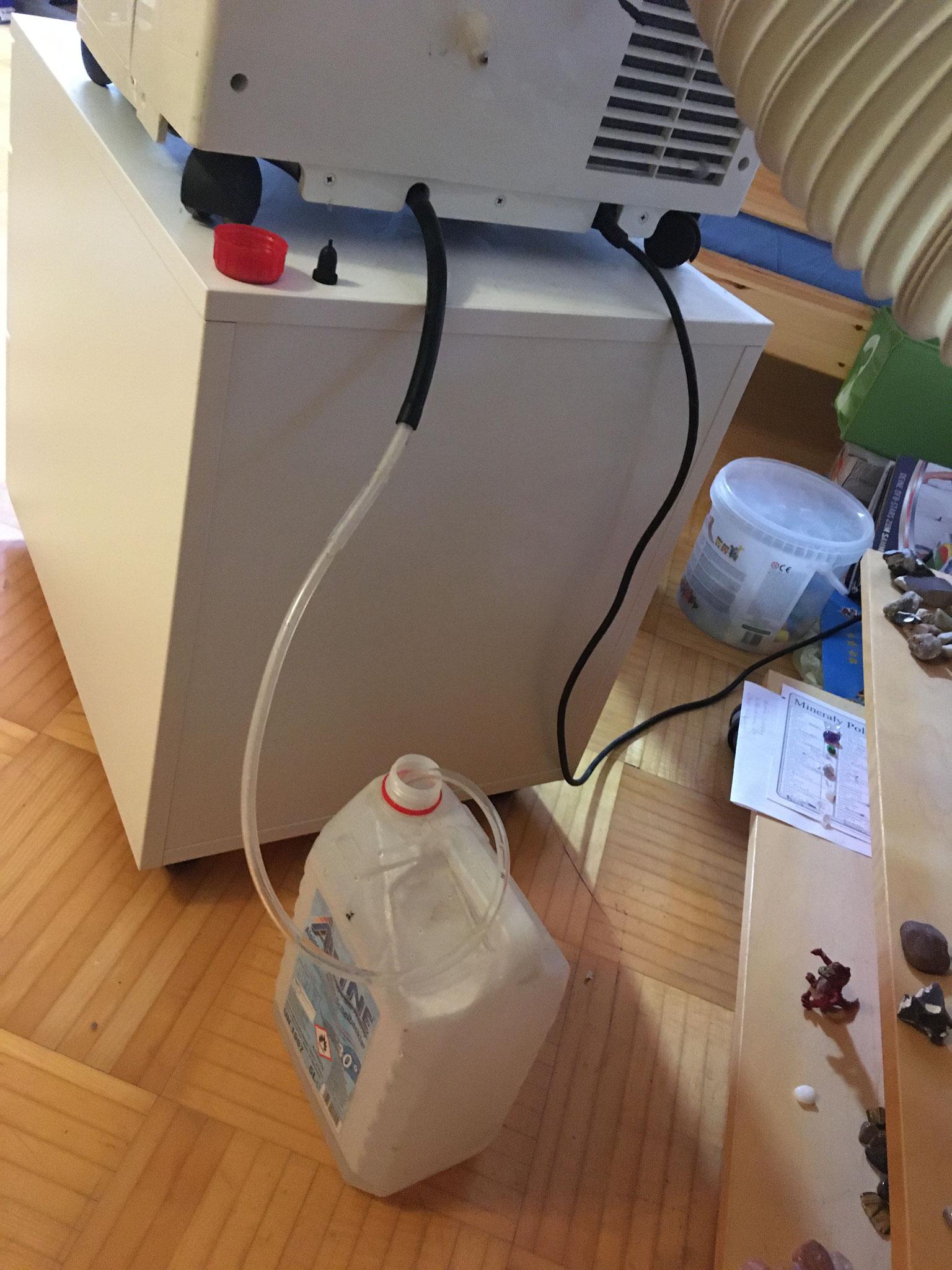 Ein Kanister wurde ergänzt, um das Kondensat kontinuierlich aufzufangen.