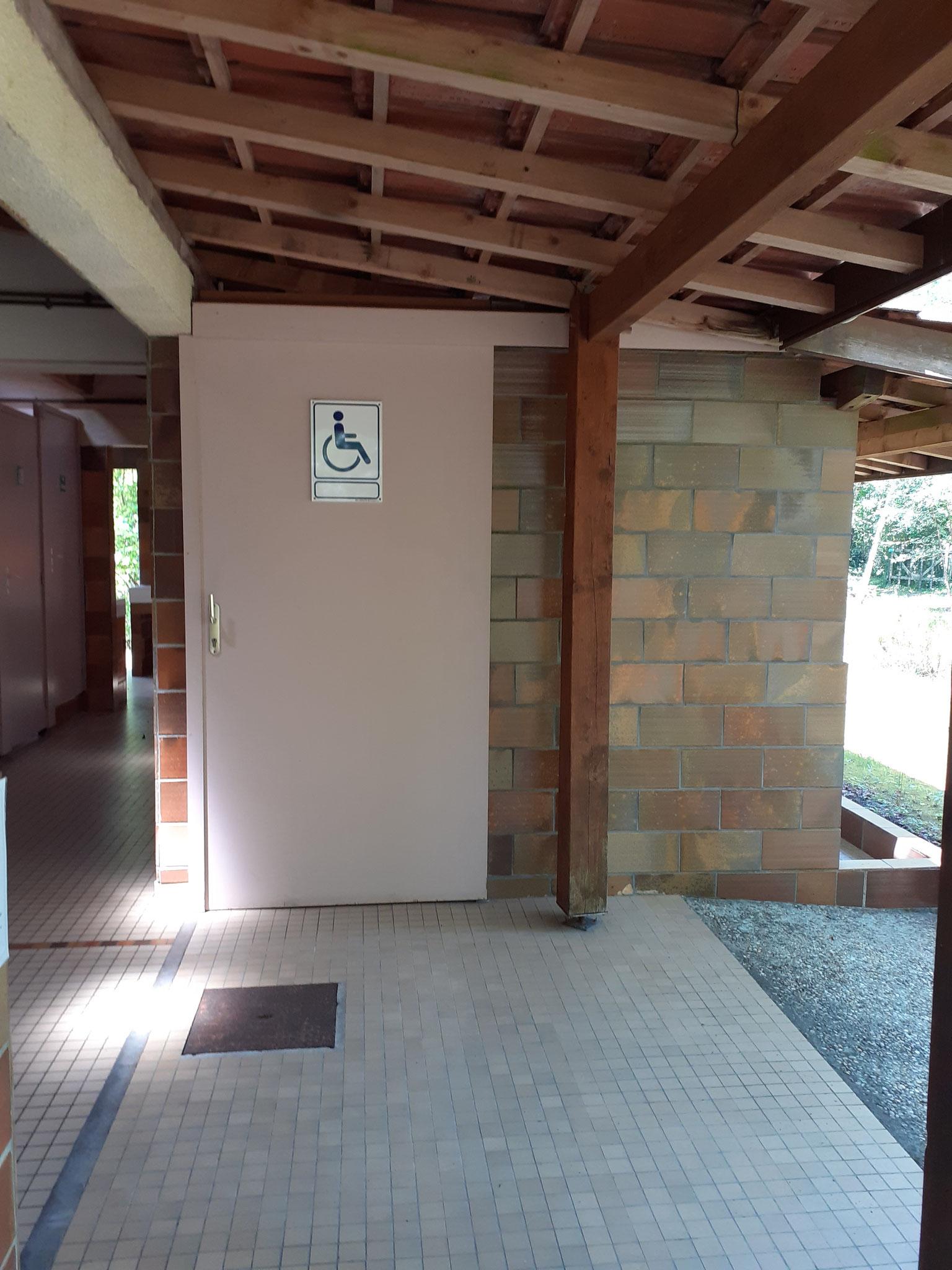 Badezimmer für Menschen mit eingeschränkter Mobilität
