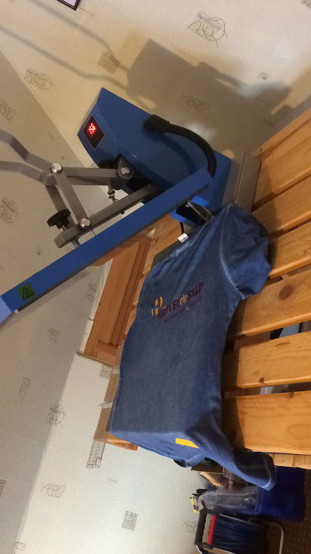Hier liegt das Textil auf der Heisspresse