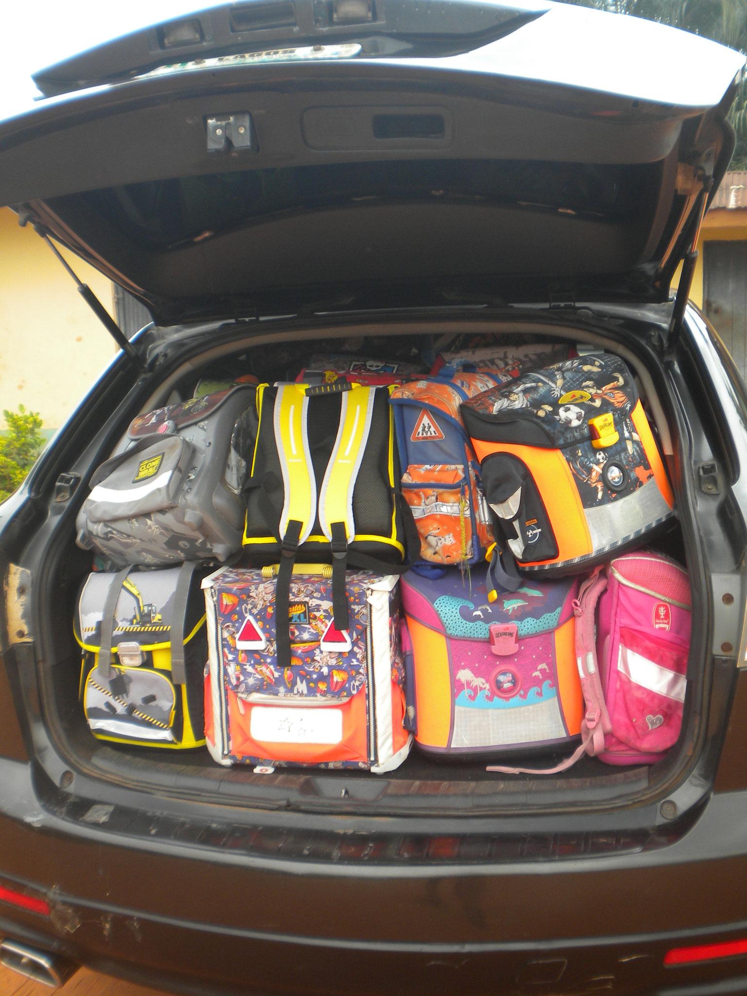 voll bepackt nicht nur 1 Auto voll