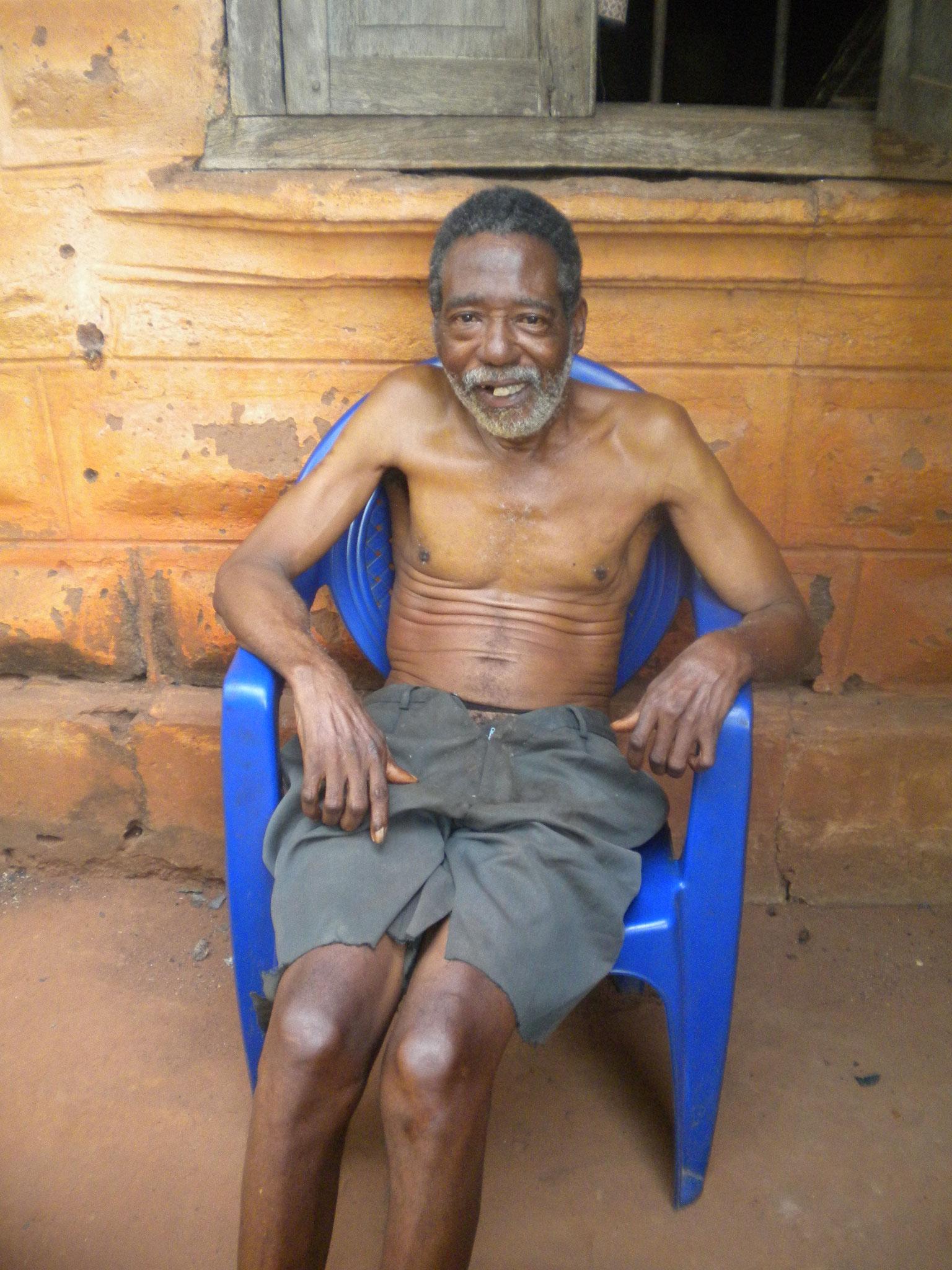 Vater 60jahre alt, kann weder laufen noch sprechen