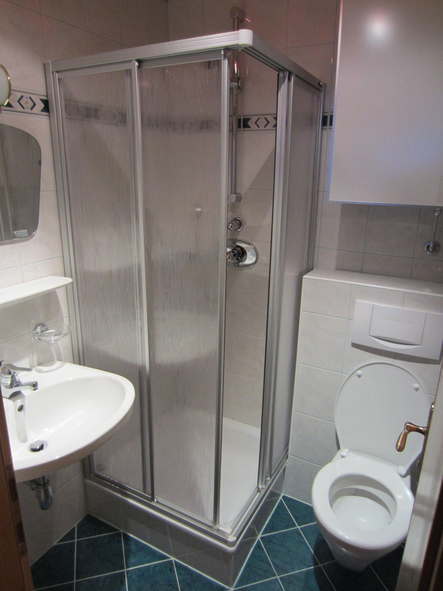 Bad/WC zum Schlafzimmer Zirbe