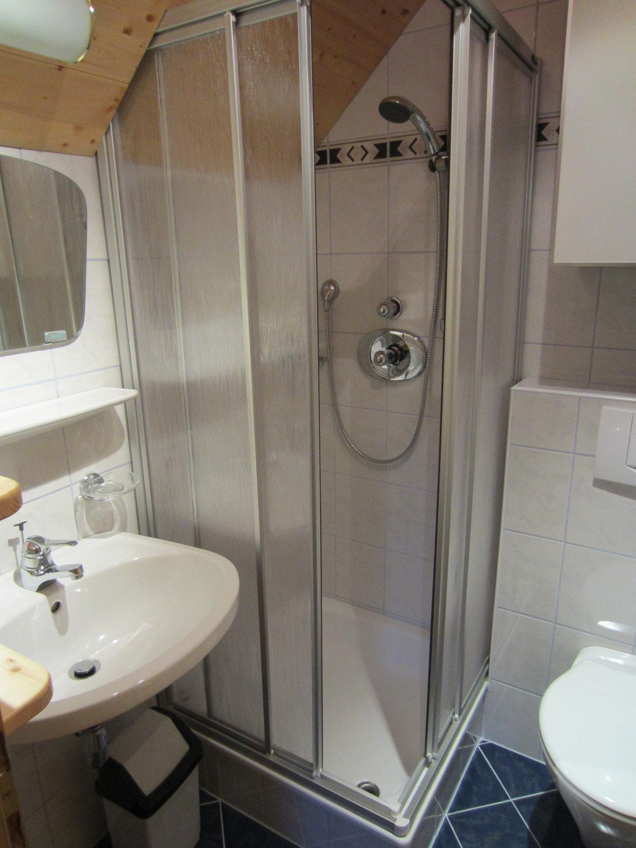 """Zirbenwald Lodge - Bad zum Schlafzimmer """"Kiefer"""""""