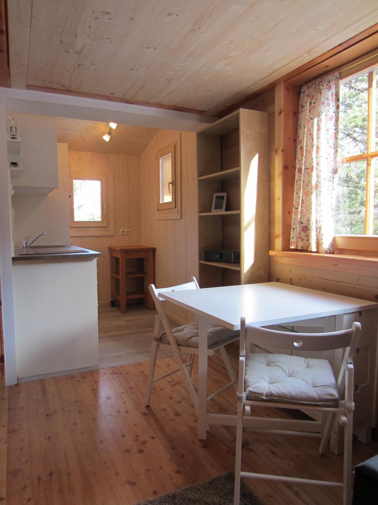 Zirbenwald-Chalet Turracher Höhe - Essbereich mit angrenzender voll ausgestatteter Küche