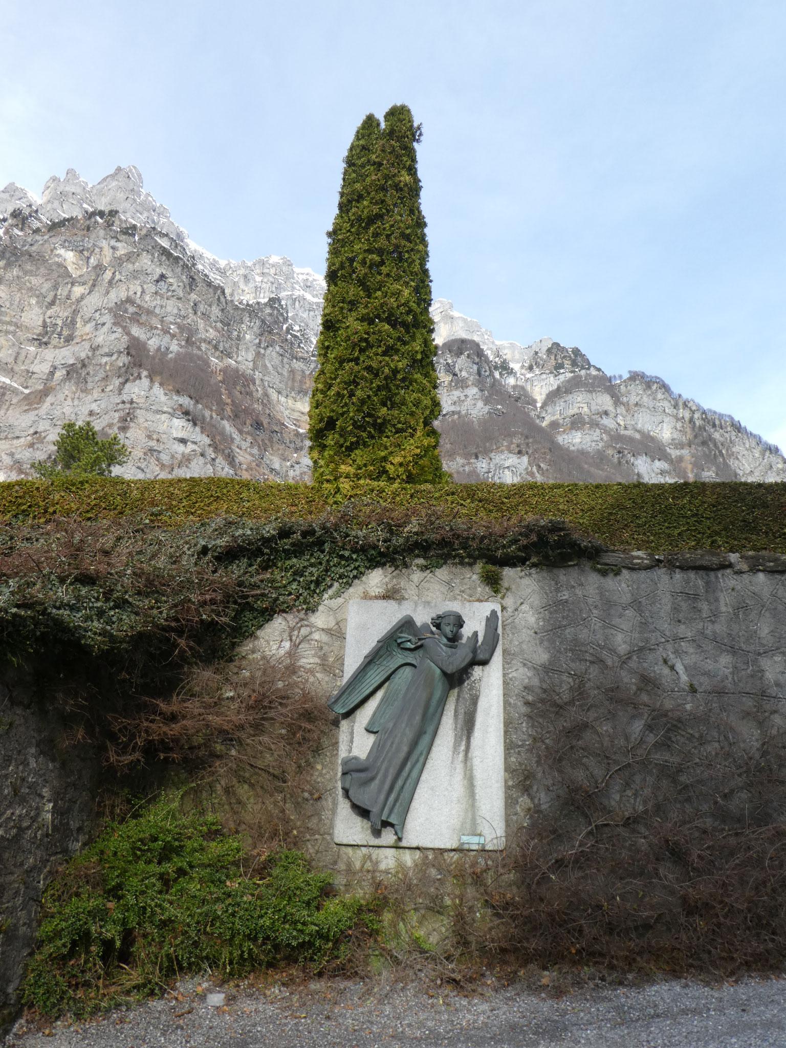 10 Engel beim Weg zum Friedhof