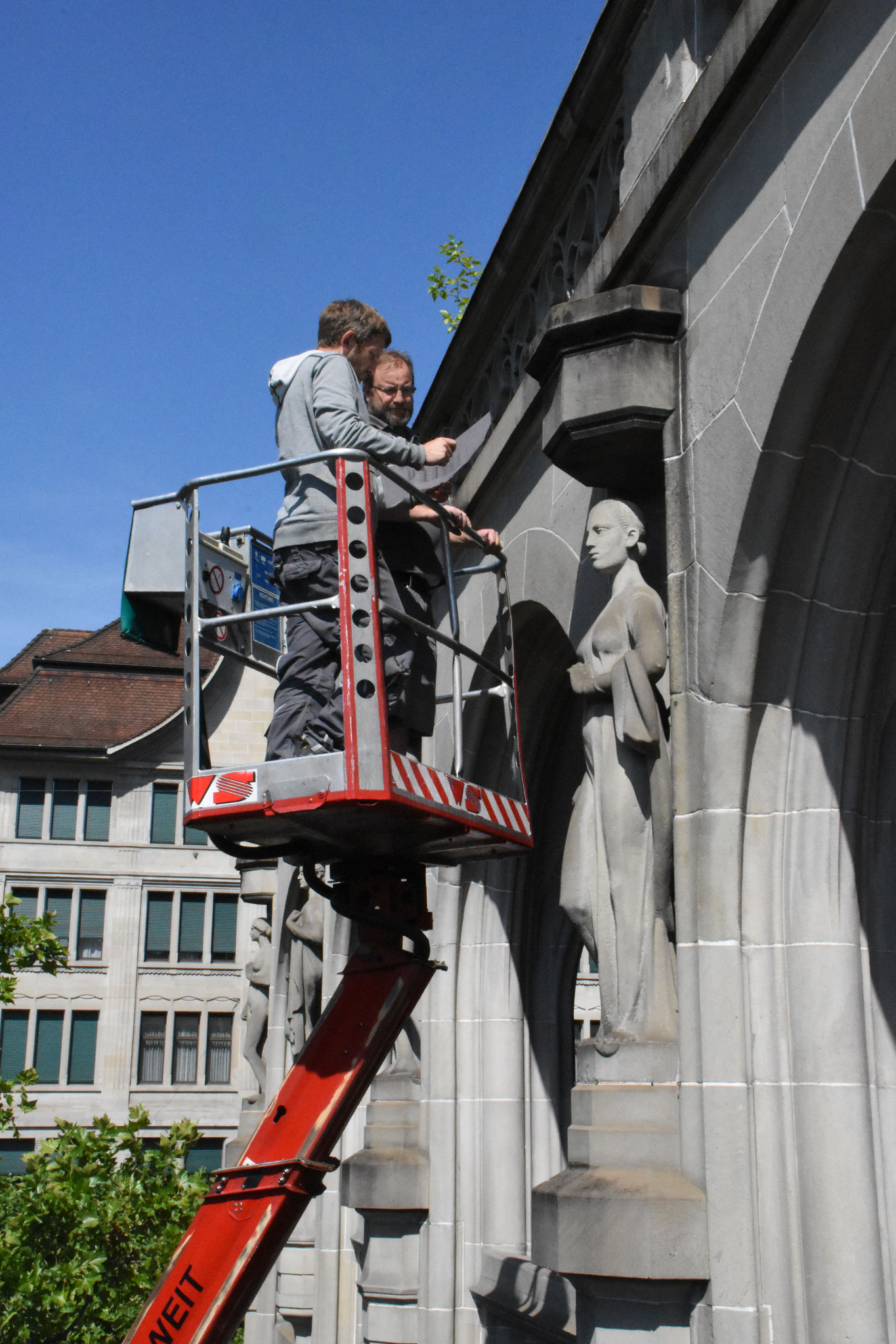 Renovation Amtshäuser Zürich mit Hebebühne