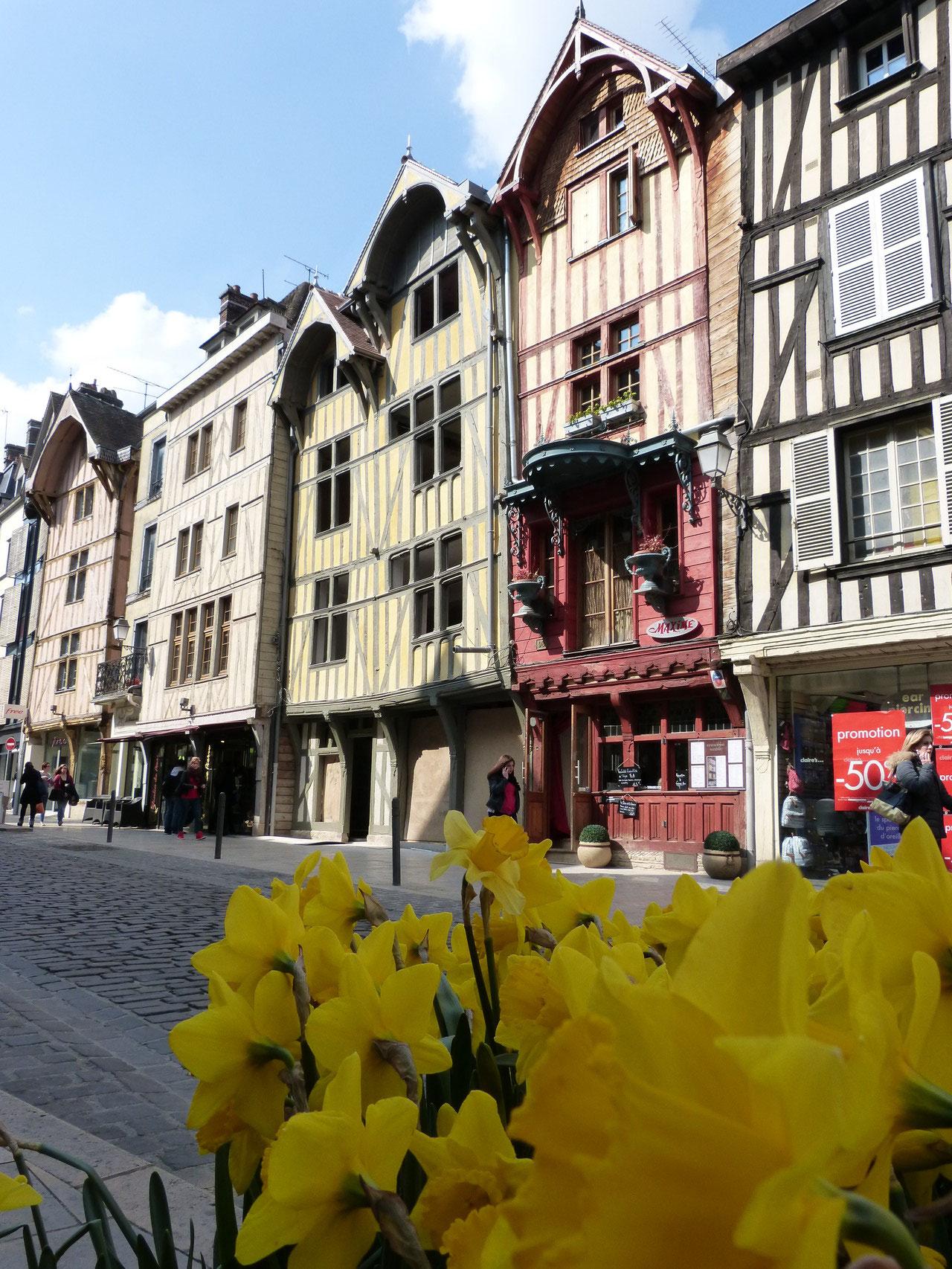 maisons à pans de bois rue Emile Zola à  Troyes