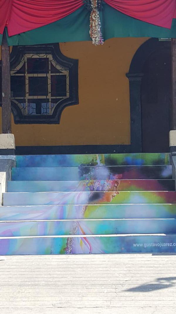 Pintura de Gustavo Juárez en las gradas para la municipalidad de San Lucas Tolimán, 2018