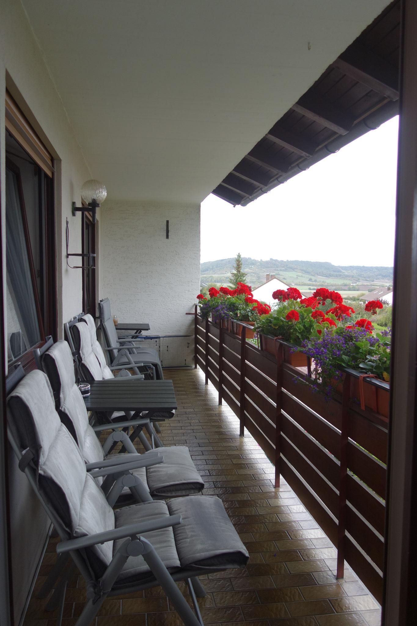 FEWO Guilbeault Balkon vom Wohnzimmer aus