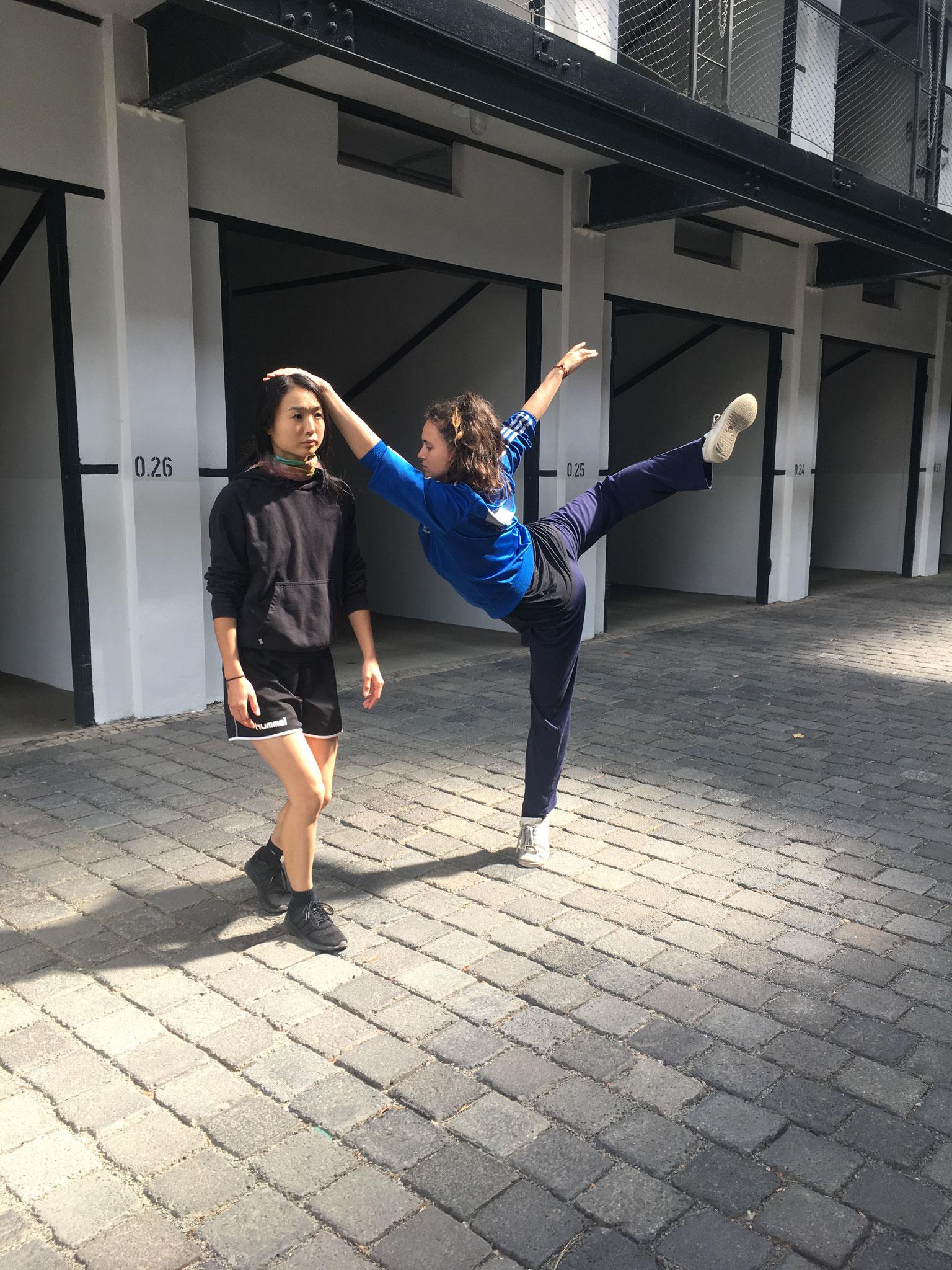 Probenschnappschuss Großgarage Süd - Rika Yotsumoto, Donna-Mae Burrows